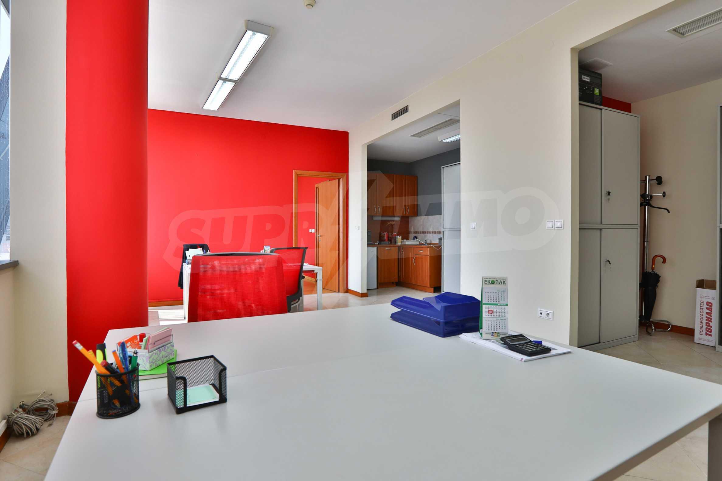 Офис с паркомясто в луксозната Бизнес сграда Белисимо, кв. Манастирски ливади 2