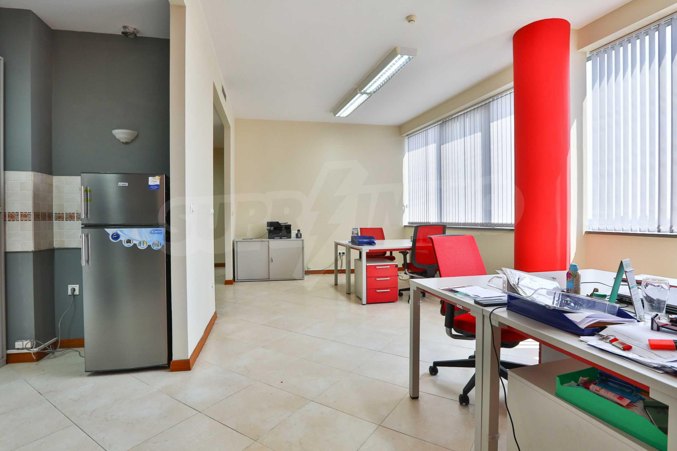 Офис с паркомясто в луксозната Бизнес сграда Белисимо, кв. Манастирски ливади 4