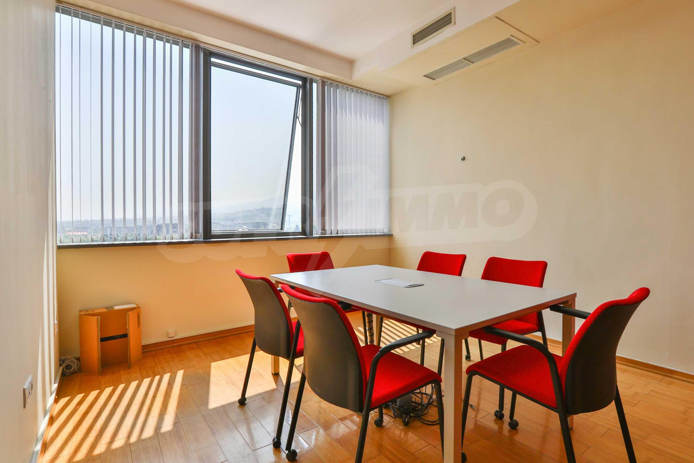 Офис с паркомясто в луксозната Бизнес сграда Белисимо, кв. Манастирски ливади 5