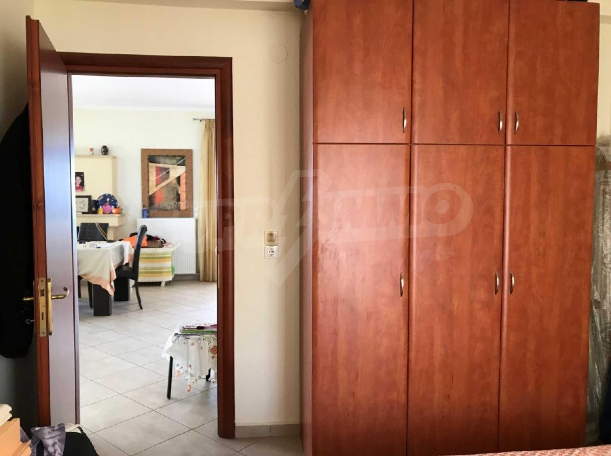 Просторен апартамент на първа линия в Паралия Офринио, Кавала 11