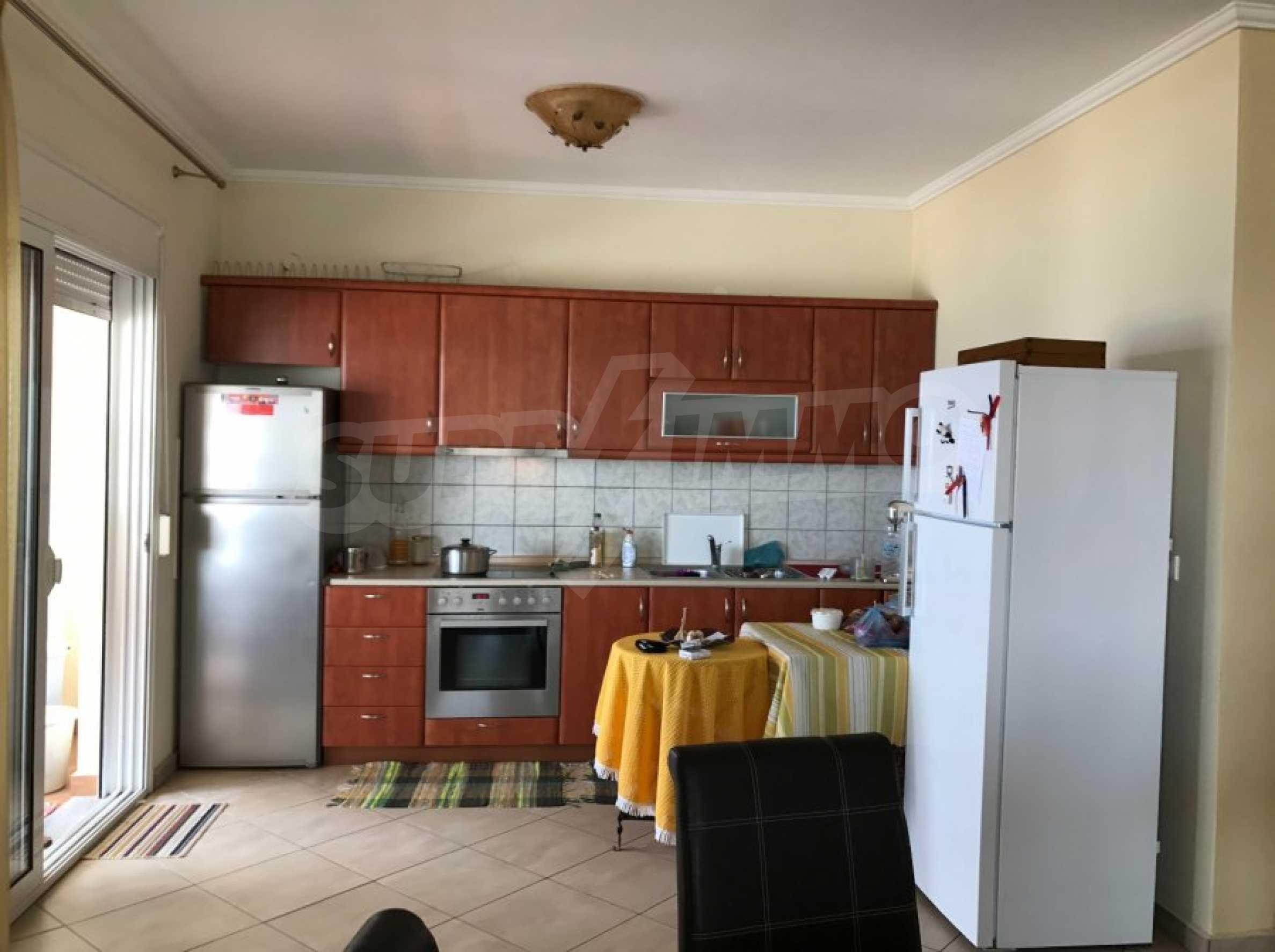 Просторен апартамент на първа линия в Паралия Офринио, Кавала 3