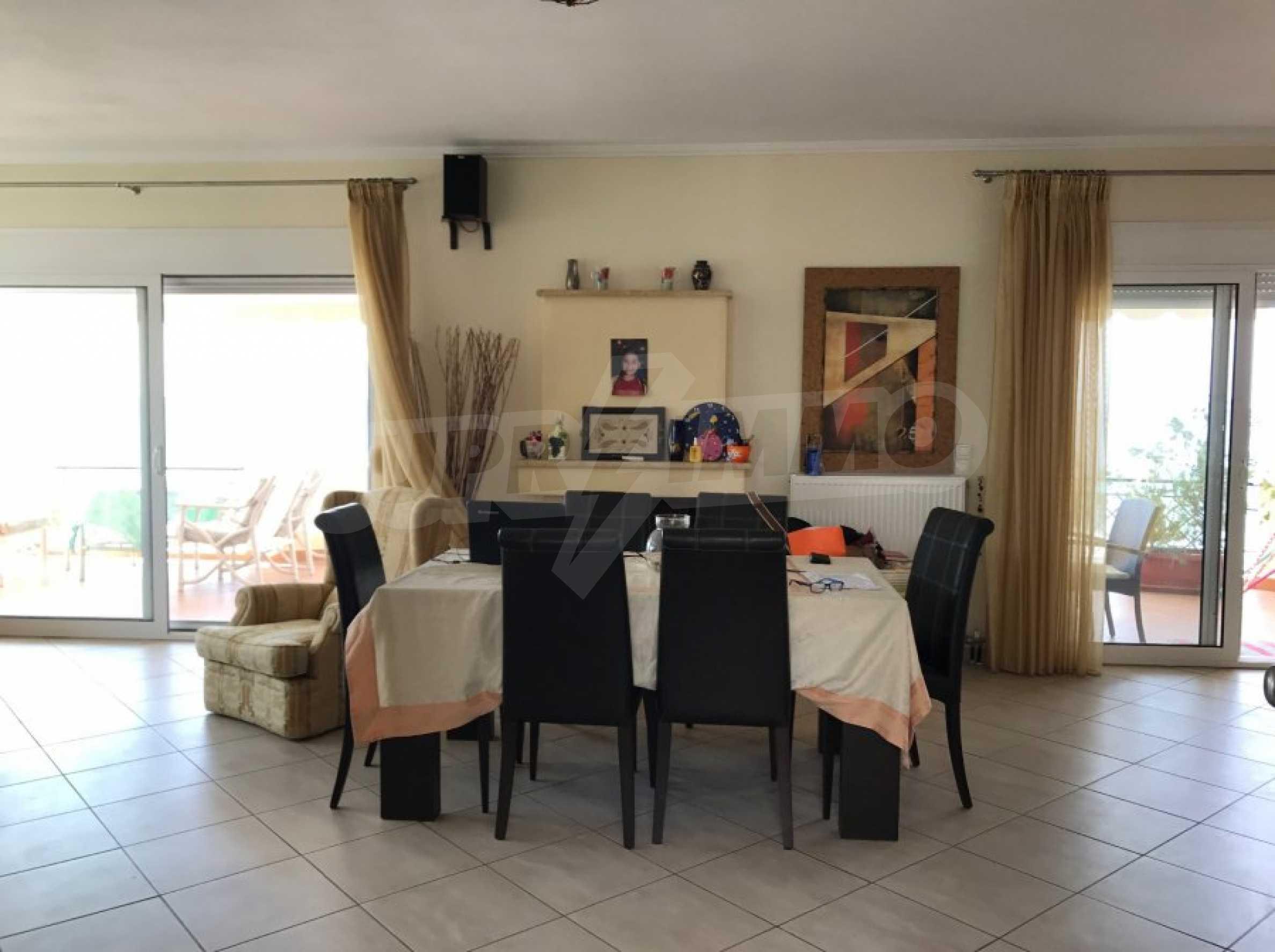 Просторен апартамент на първа линия в Паралия Офринио, Кавала 5