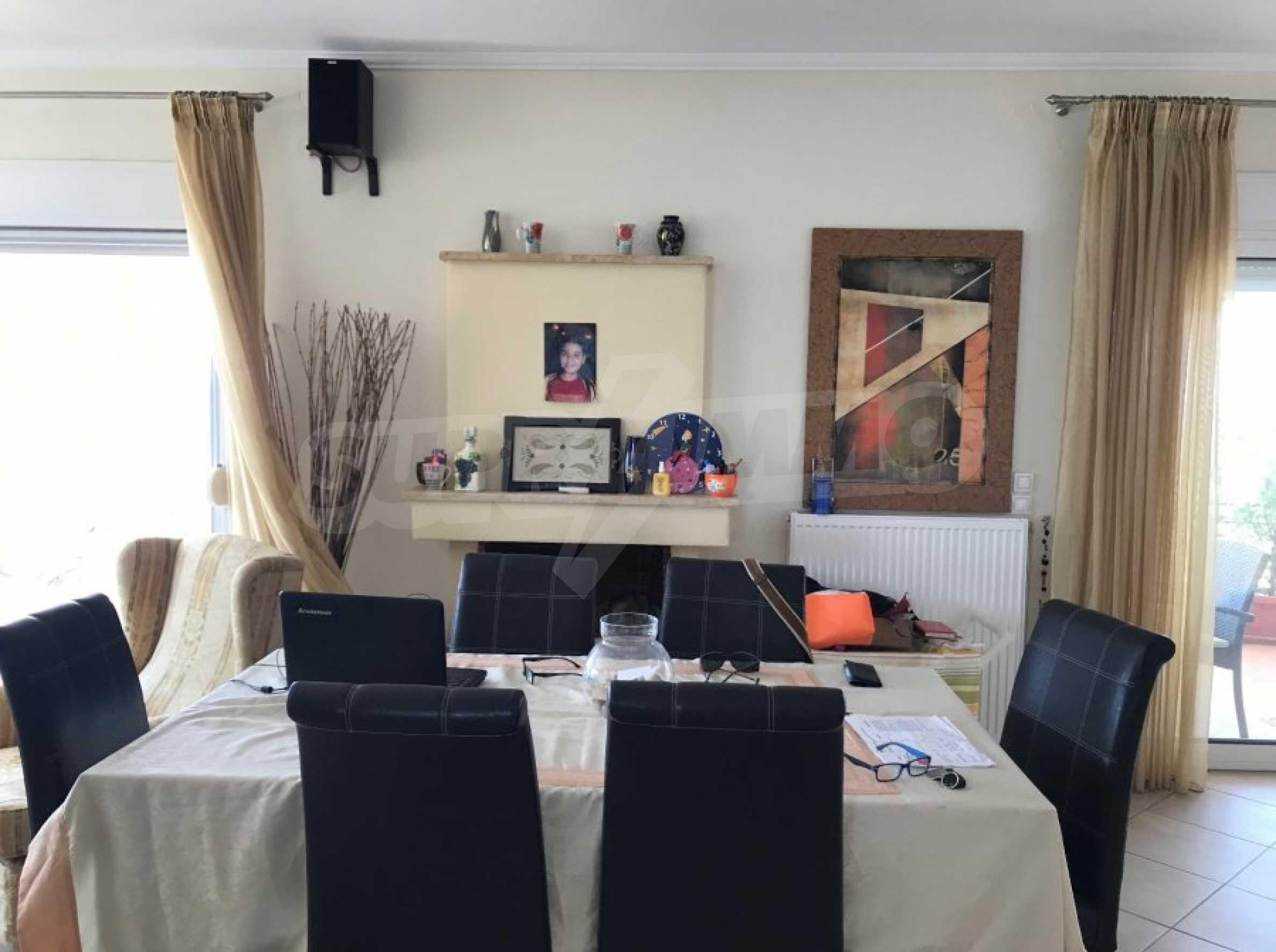 Просторен апартамент на първа линия в Паралия Офринио, Кавала 6