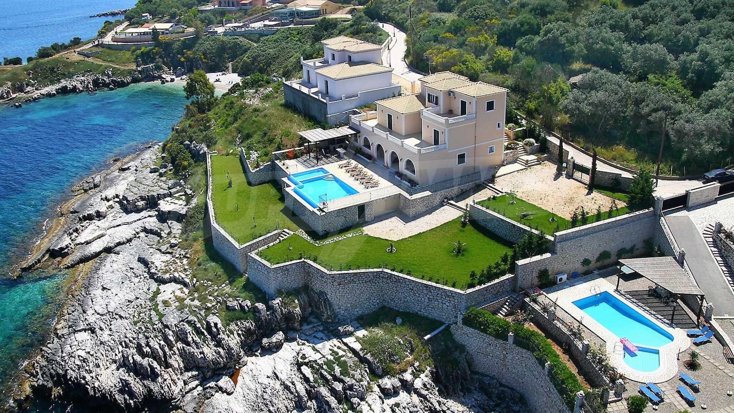 Превъзходна резиденция с достъп до девствен залив, остров Корфу