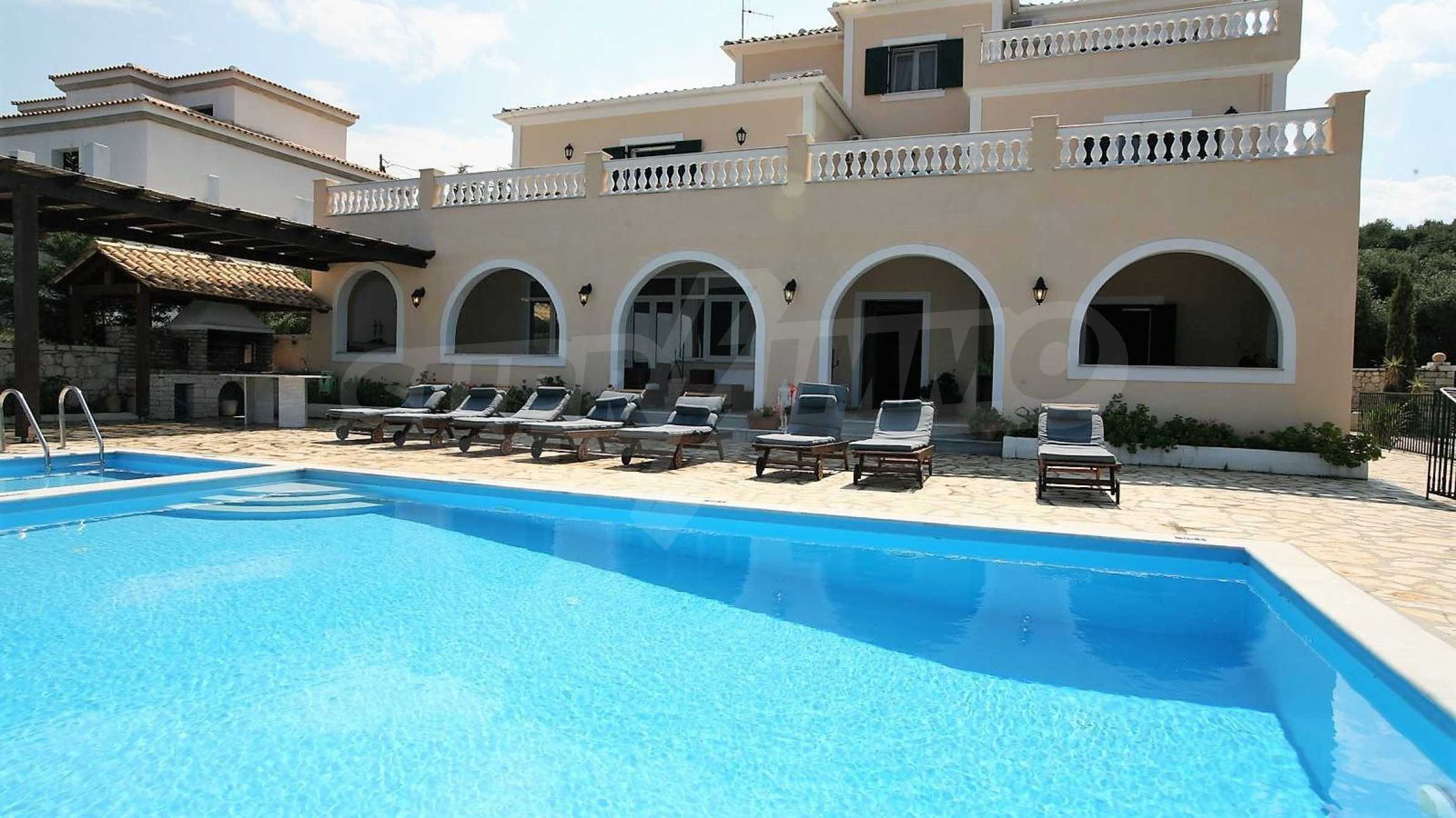 Превъзходна резиденция с достъп до девствен залив, остров Корфу 1
