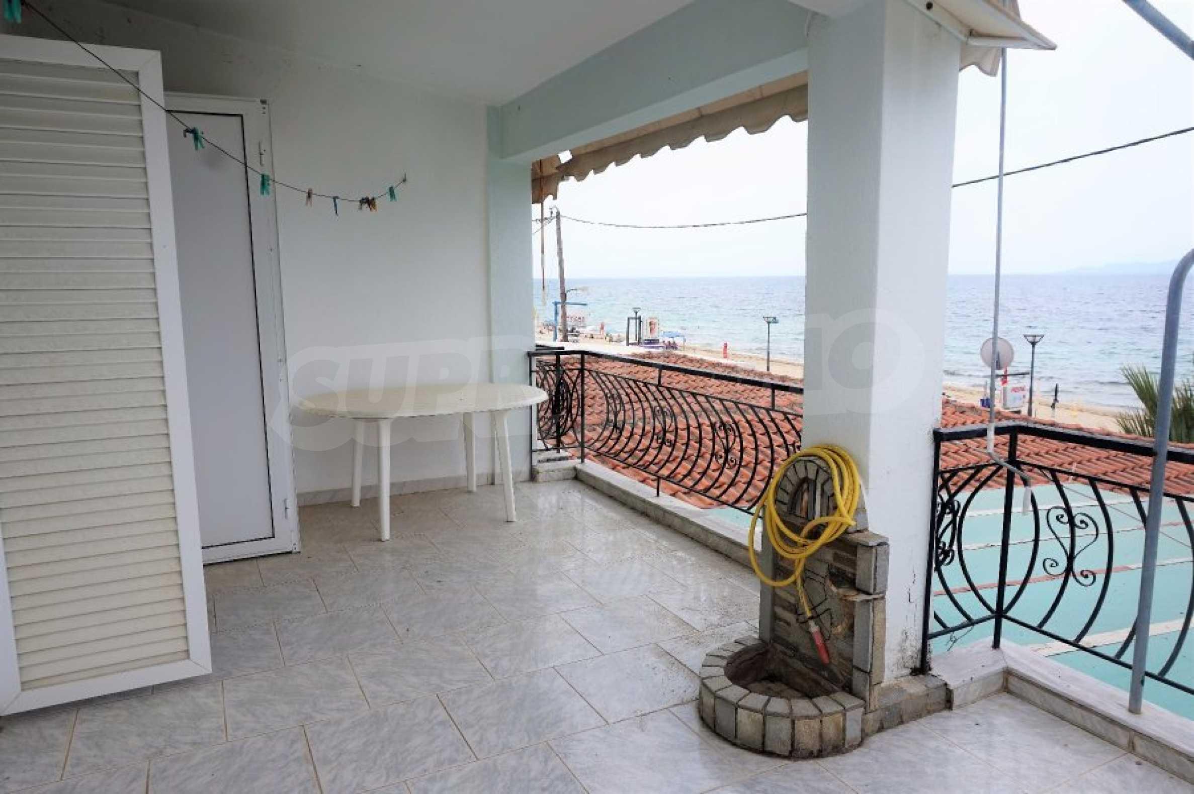Апартамент с две спални на метри от плажа в Паралия Офринио, Кавала