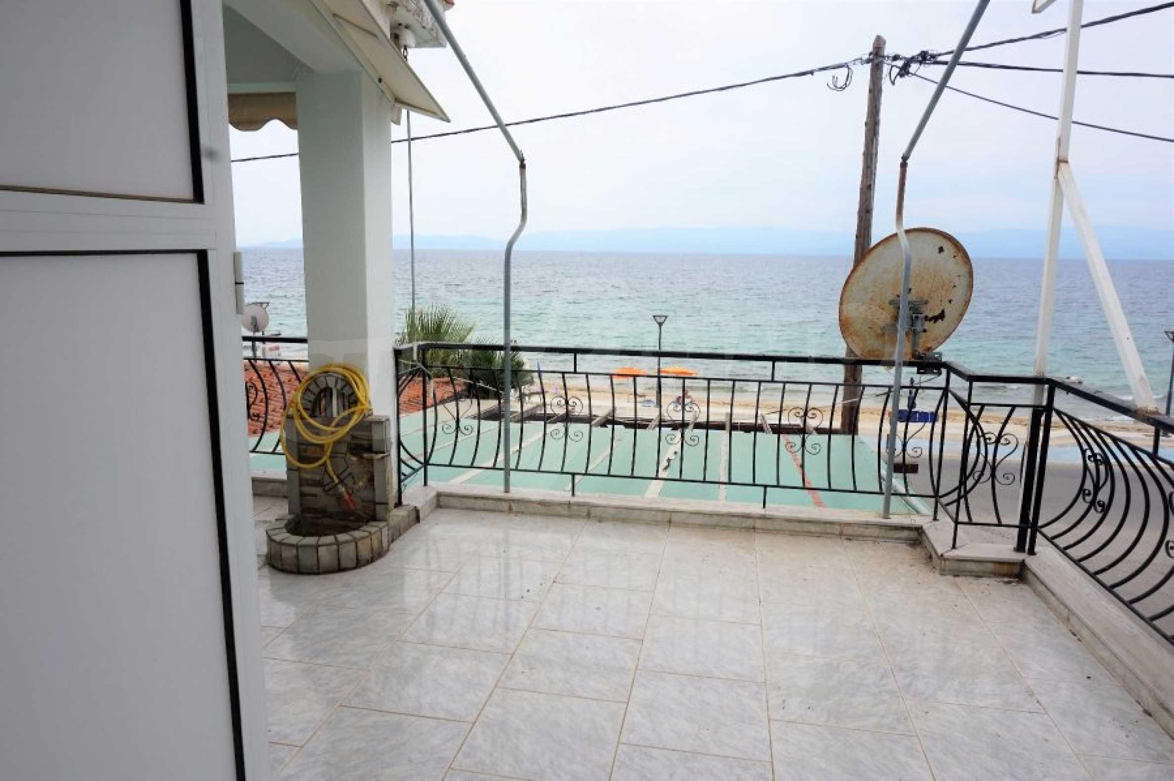 Апартамент с две спални на метри от плажа в Паралия Офринио, Кавала 1