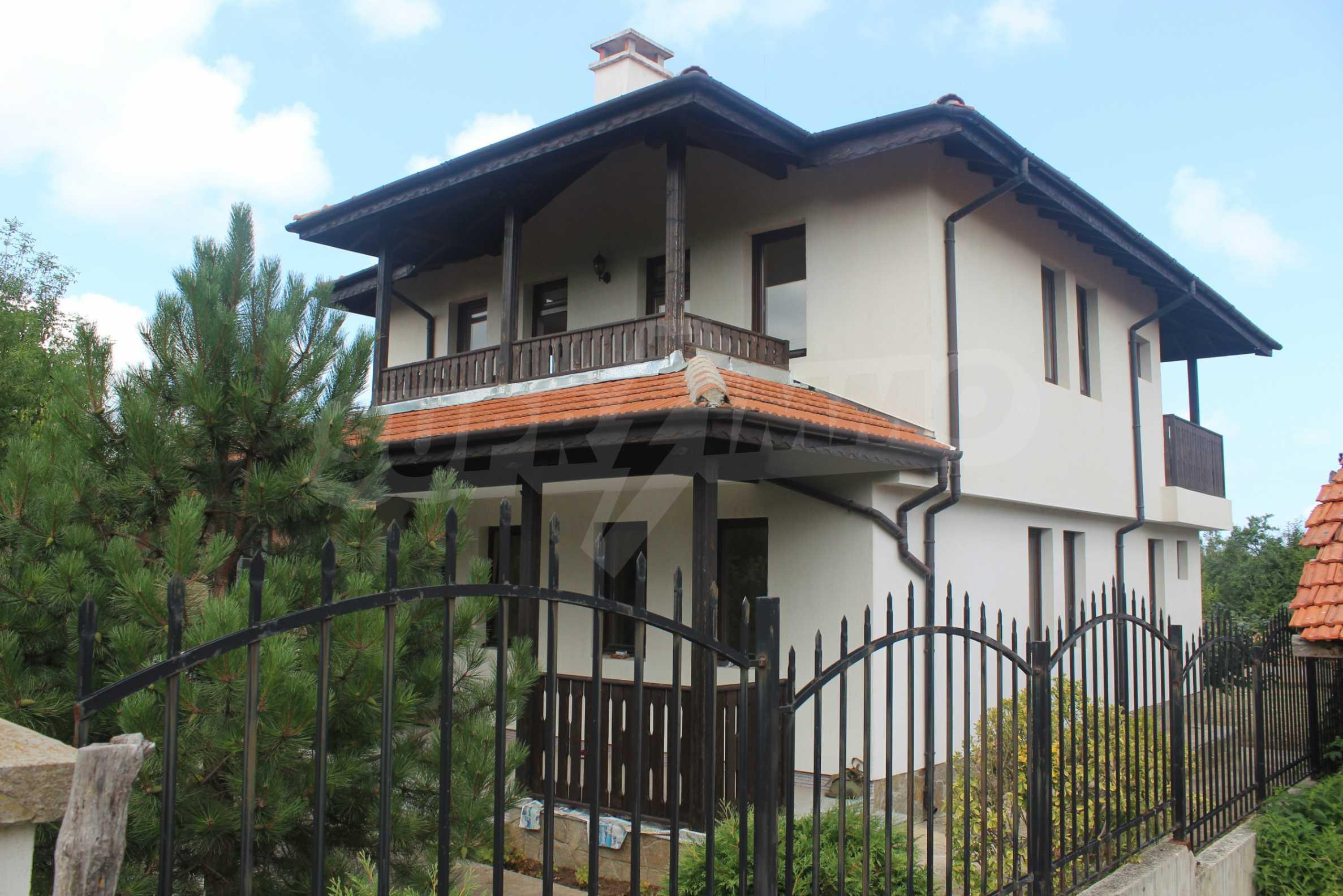 Уютна двуетажна къща в близост до морето, с. Велика