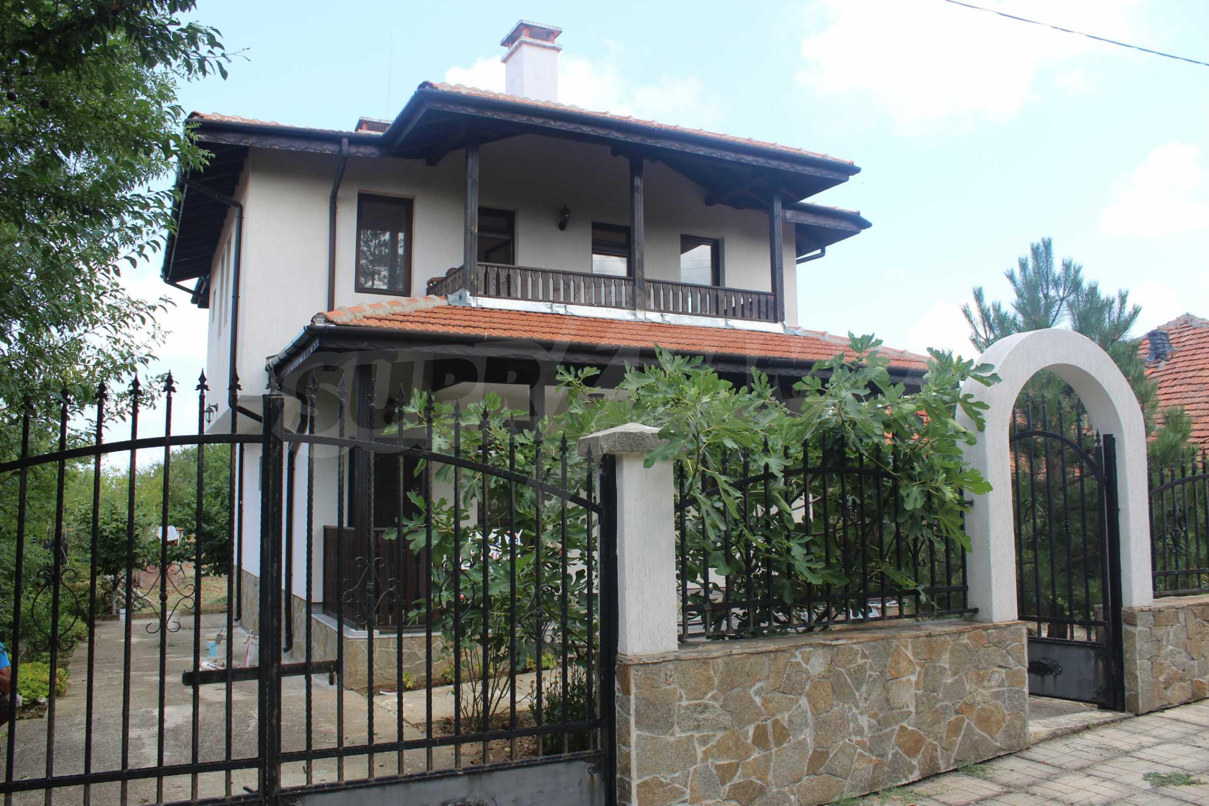 Уютна двуетажна къща в близост до морето, с. Велика 1