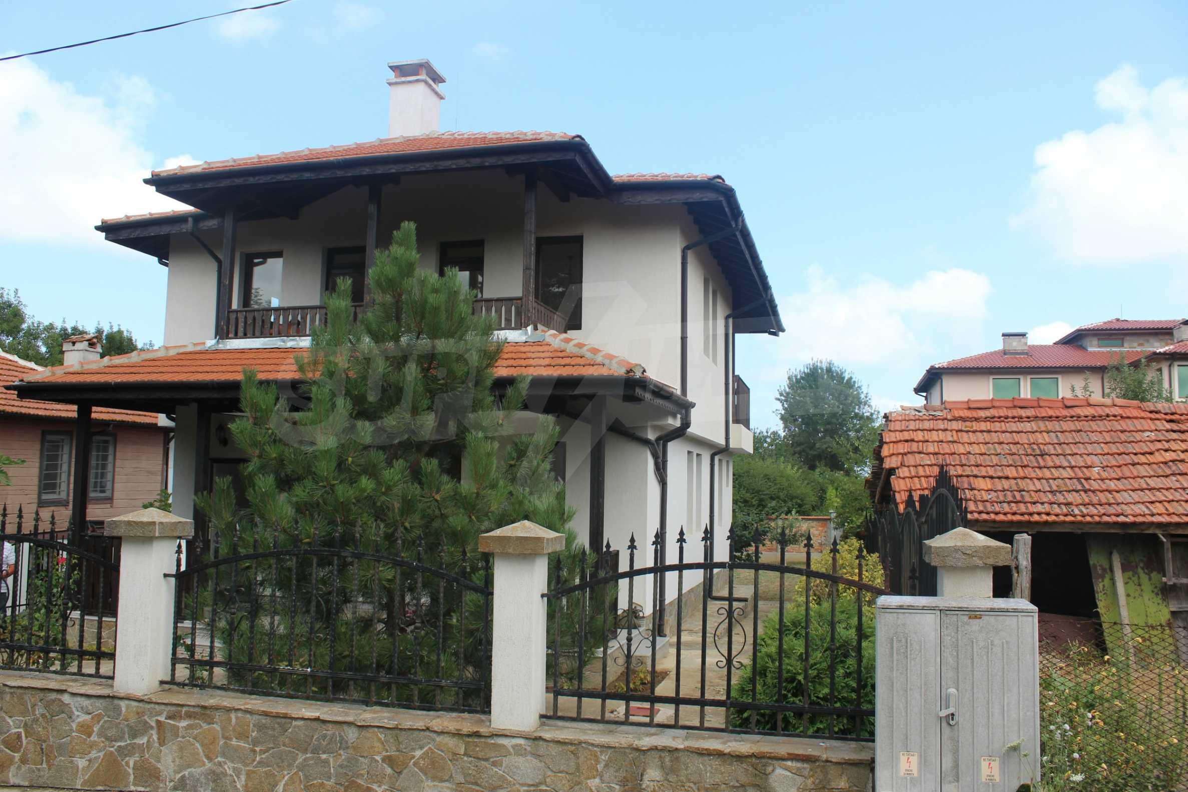 Уютна двуетажна къща в близост до морето, с. Велика 24
