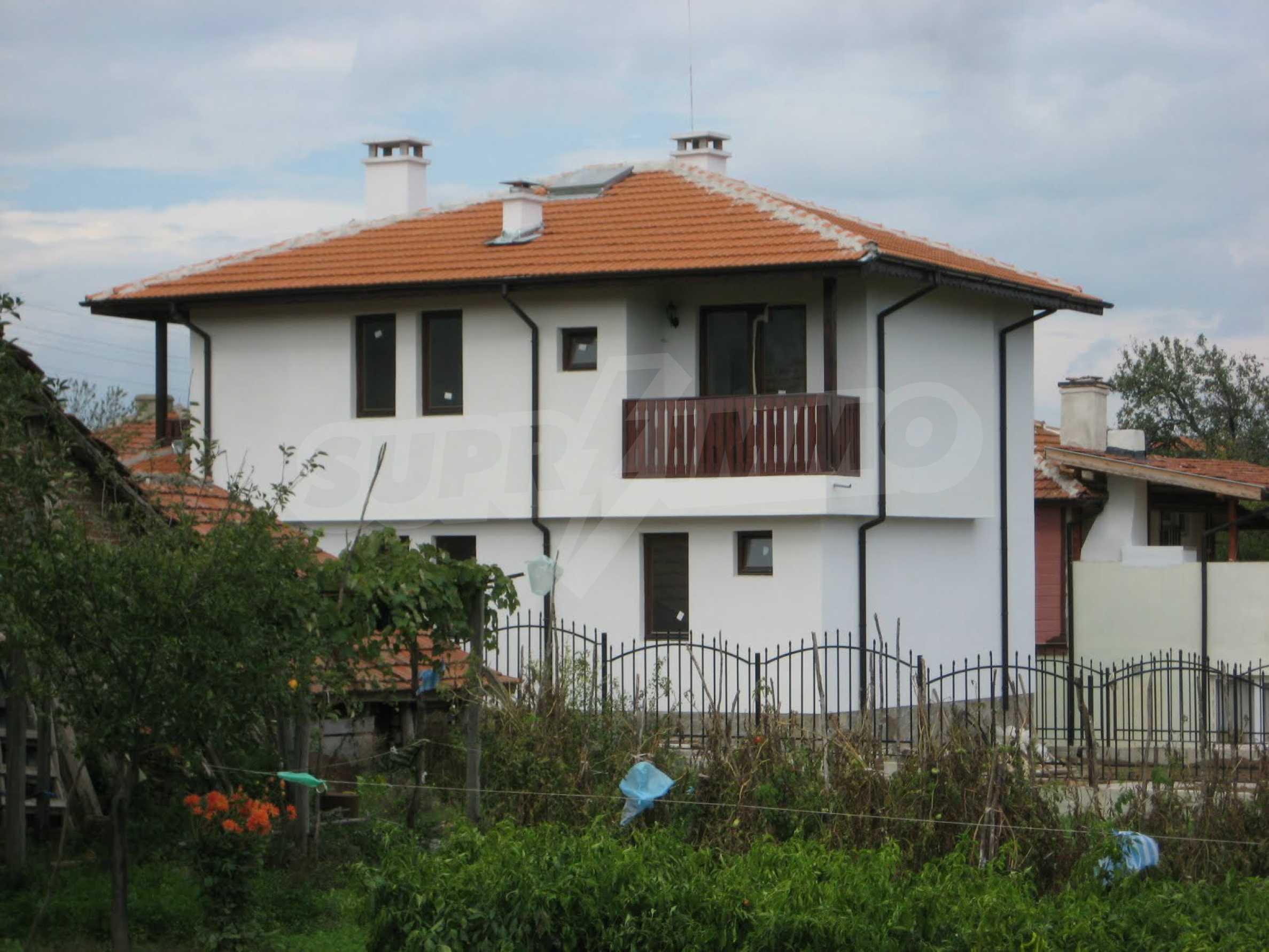 Уютна двуетажна къща в близост до морето, с. Велика 2