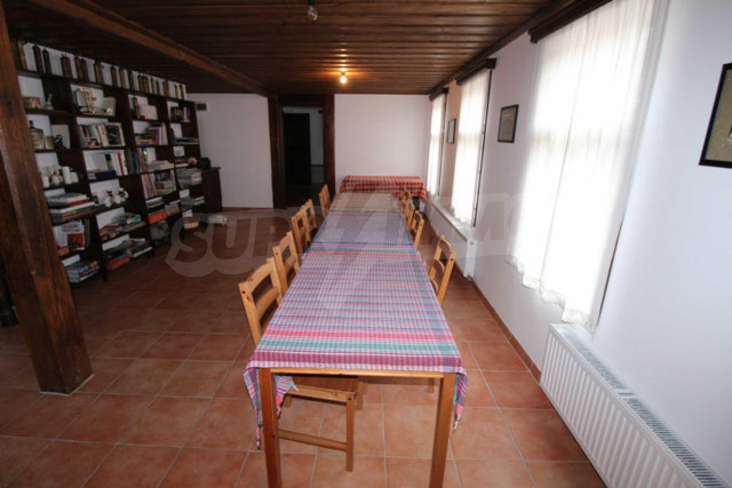 Работеща уютна къща за гости, с арт център и и възможност за бизнес 25
