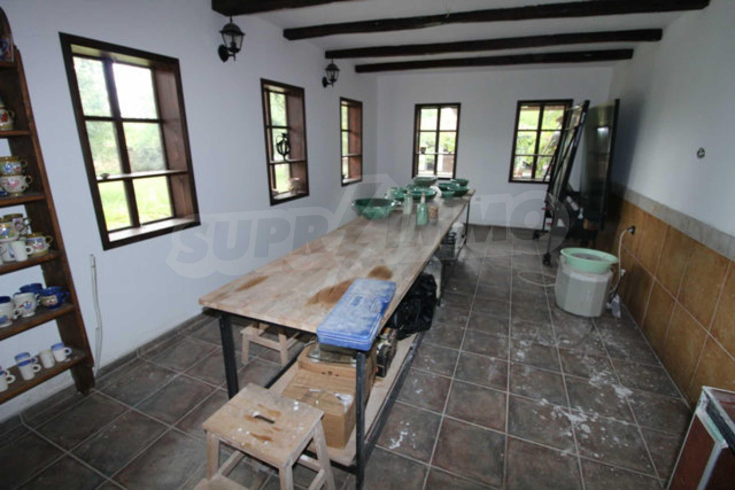 Работеща уютна къща за гости, с арт център и и възможност за бизнес 36