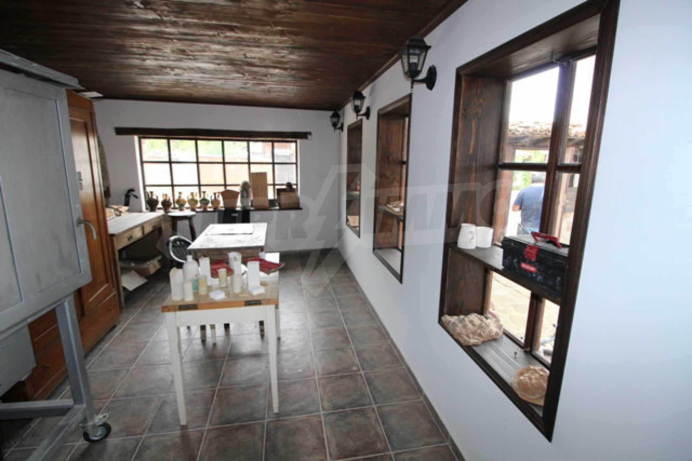 Работеща уютна къща за гости, с арт център и и възможност за бизнес 38