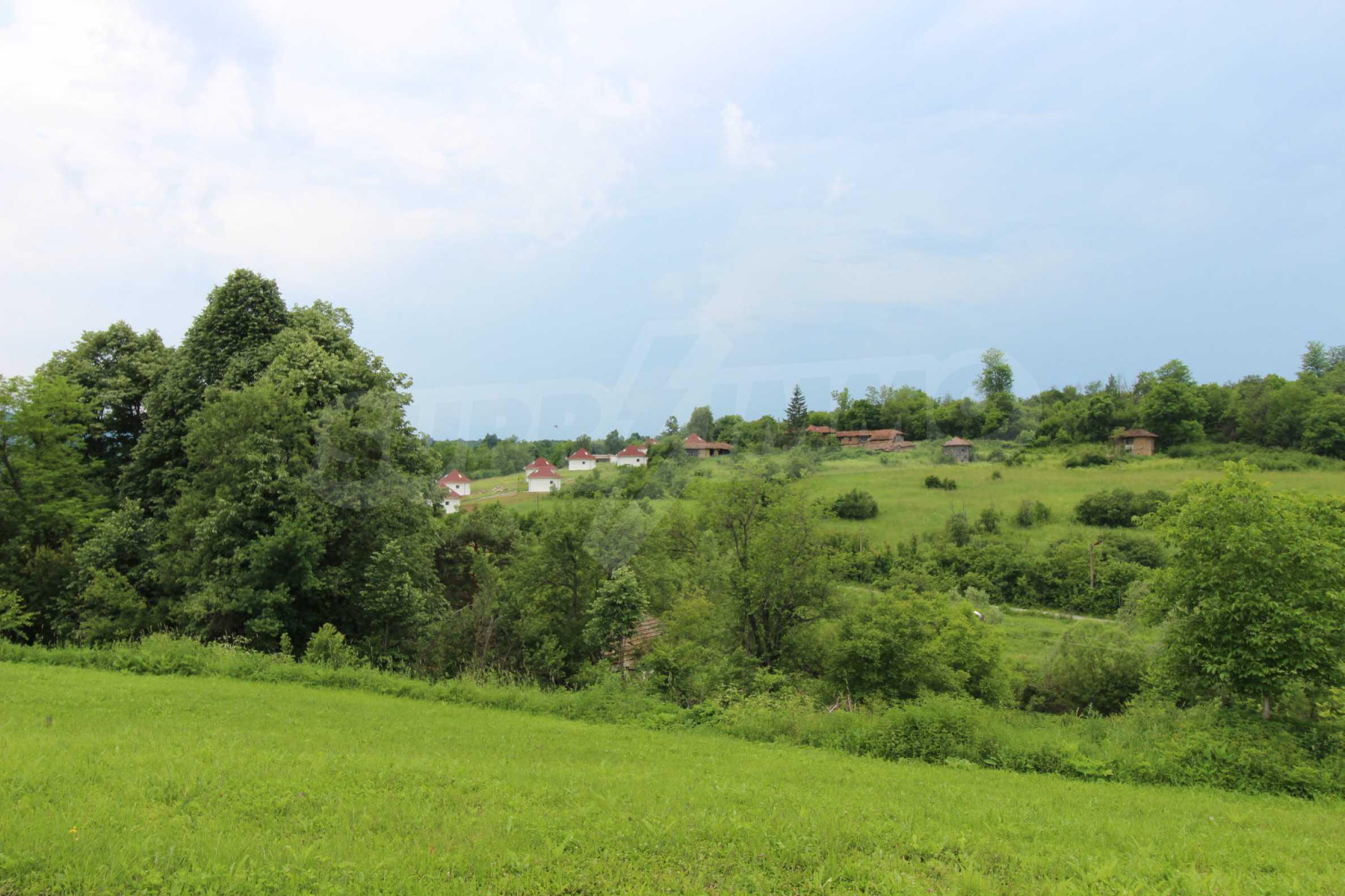 Планинско имение с басейн и  барбекю, с потенциал за развитие на бизнес  8
