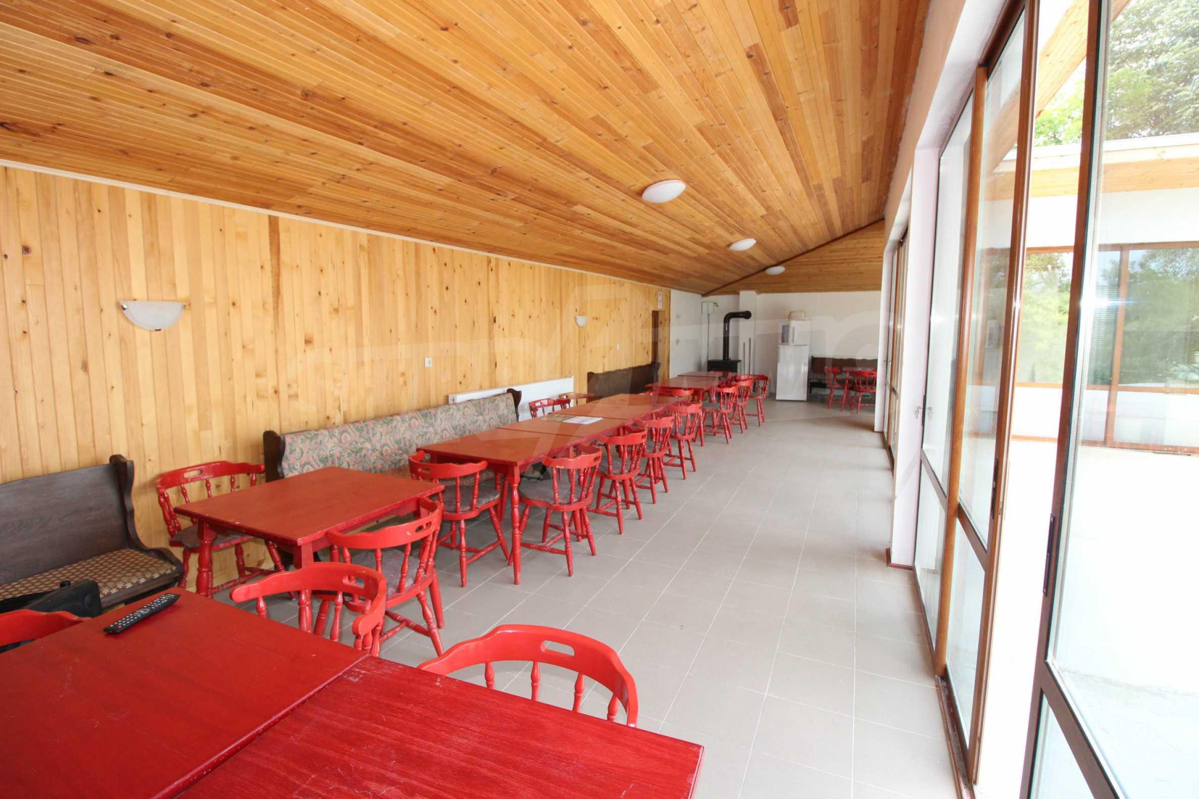 Планинско имение с басейн и  барбекю, с потенциал за развитие на бизнес  34