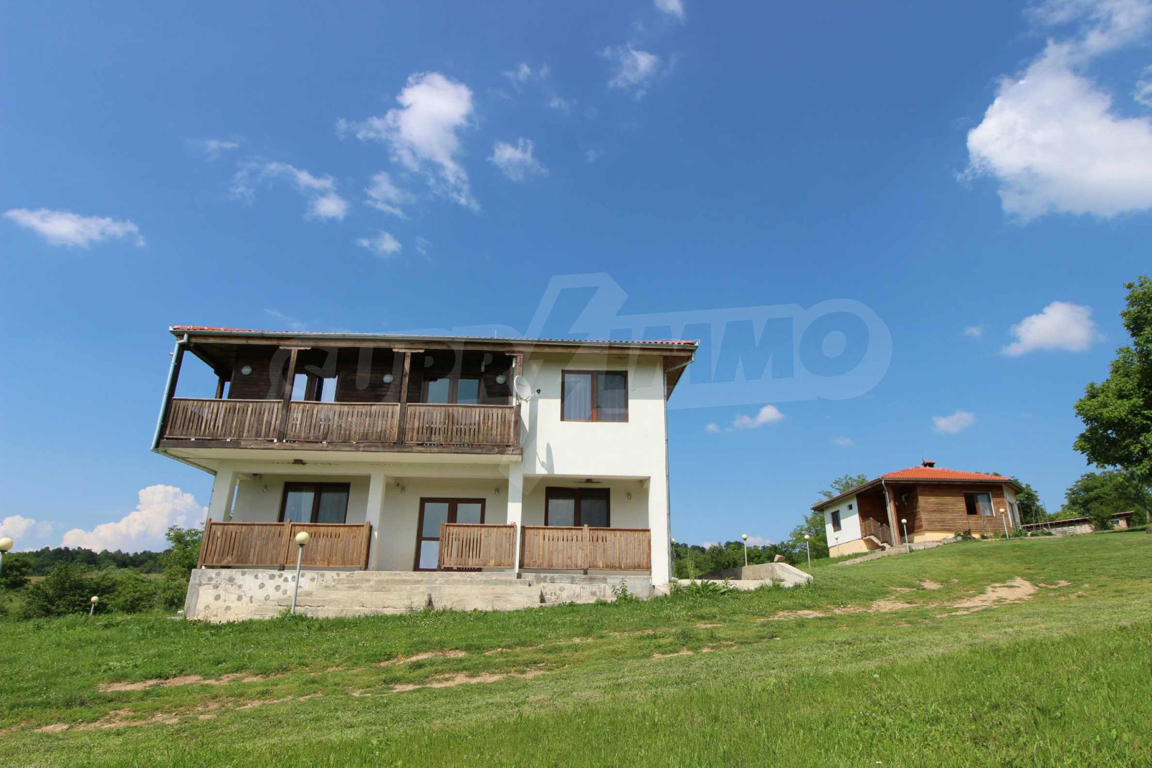 Планинско имение с басейн и  барбекю, с потенциал за развитие на бизнес  3