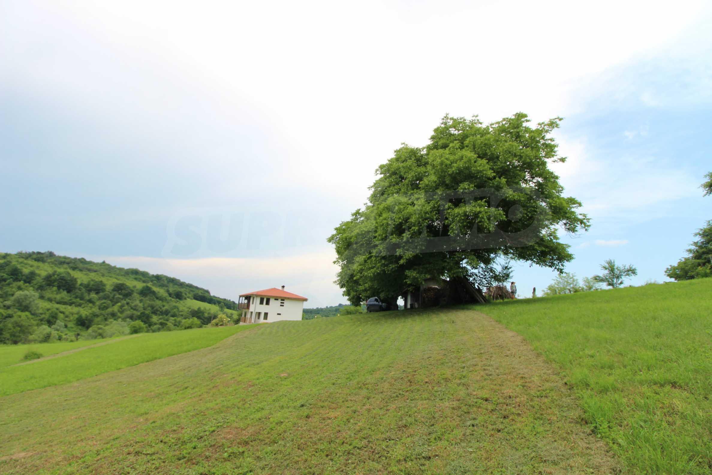 Планинско имение с басейн и  барбекю, с потенциал за развитие на бизнес  53