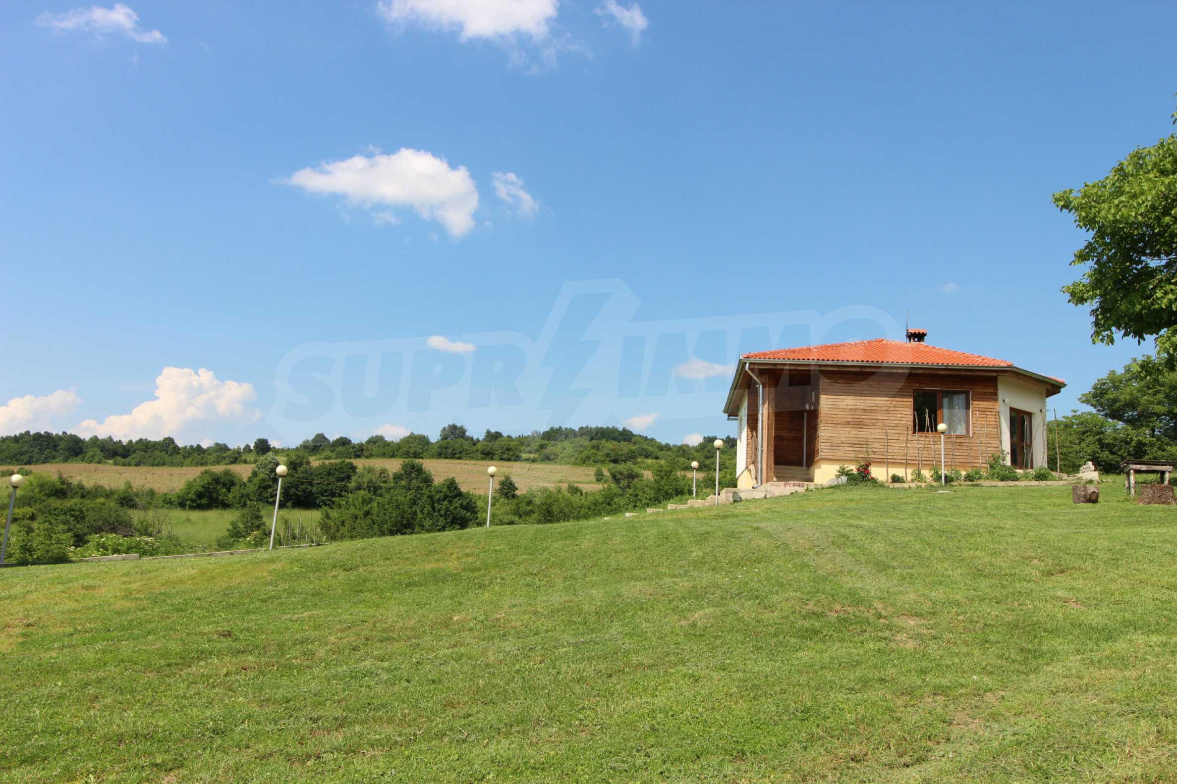 Планинско имение с басейн и  барбекю, с потенциал за развитие на бизнес  54