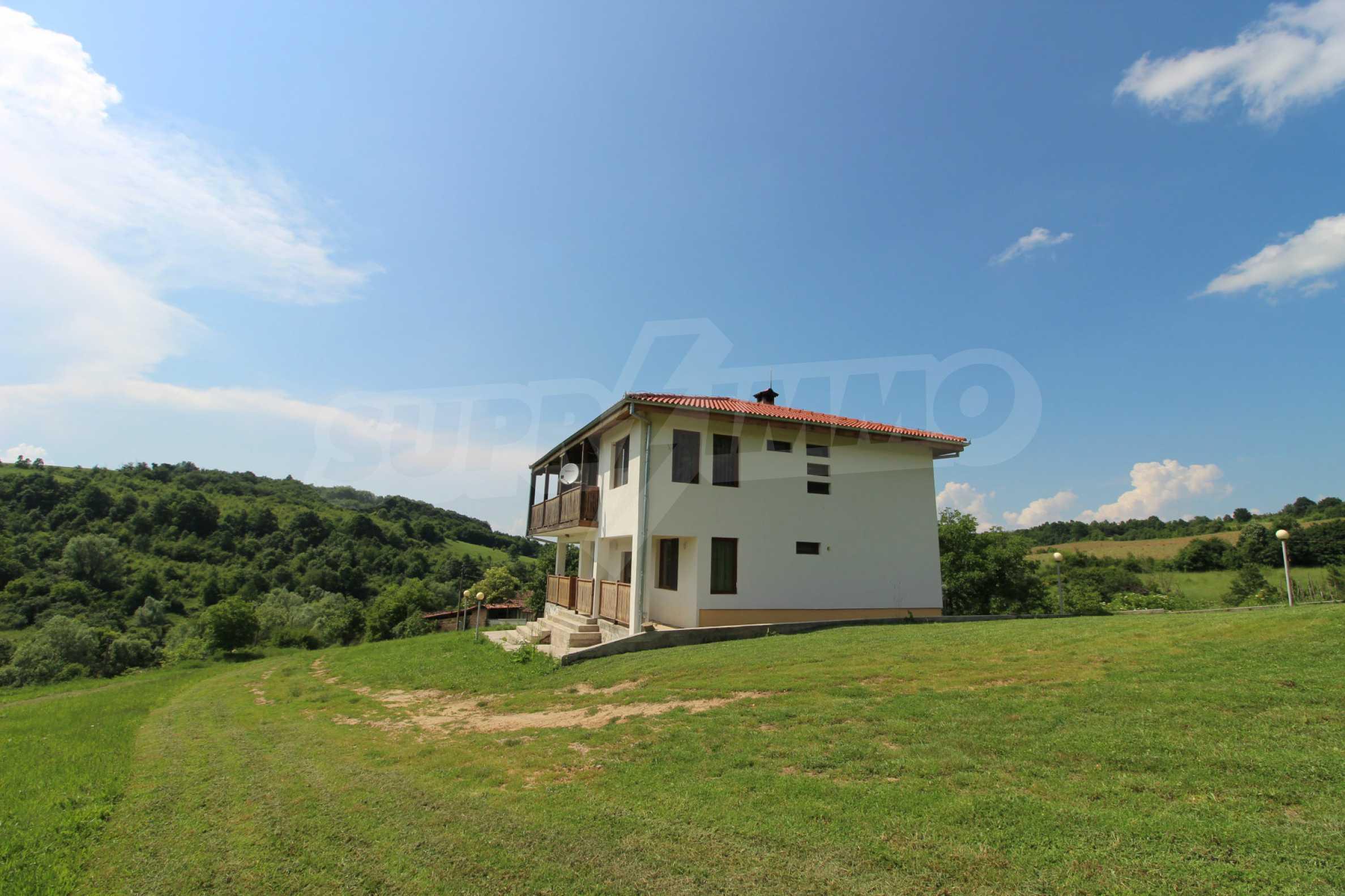 Планинско имение с басейн и  барбекю, с потенциал за развитие на бизнес  55