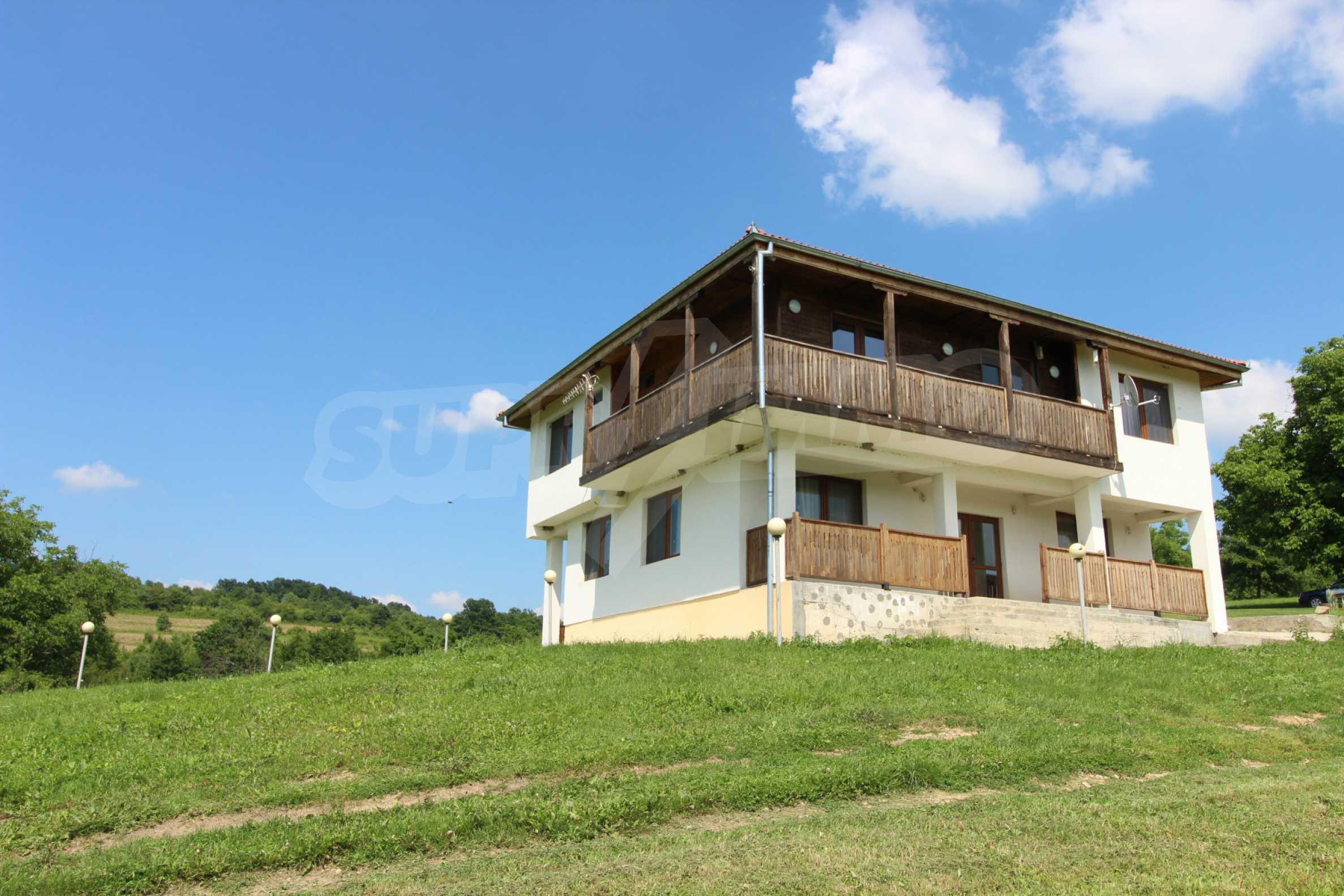 Планинско имение с басейн и  барбекю, с потенциал за развитие на бизнес  4