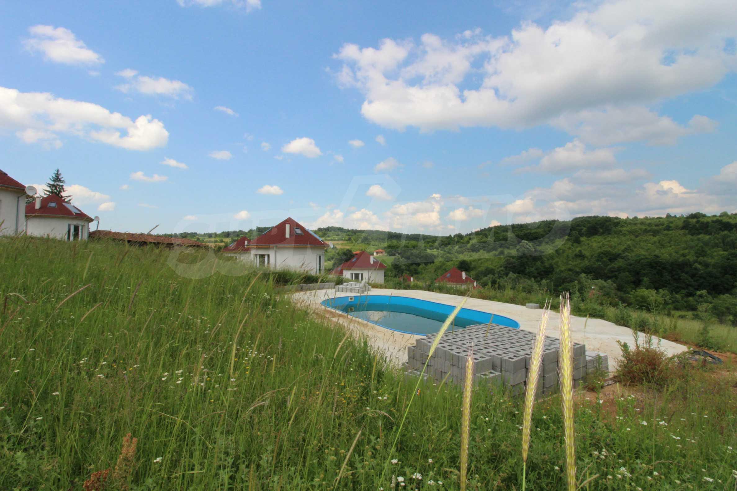 Планинско имение с басейн и  барбекю, с потенциал за развитие на бизнес  59