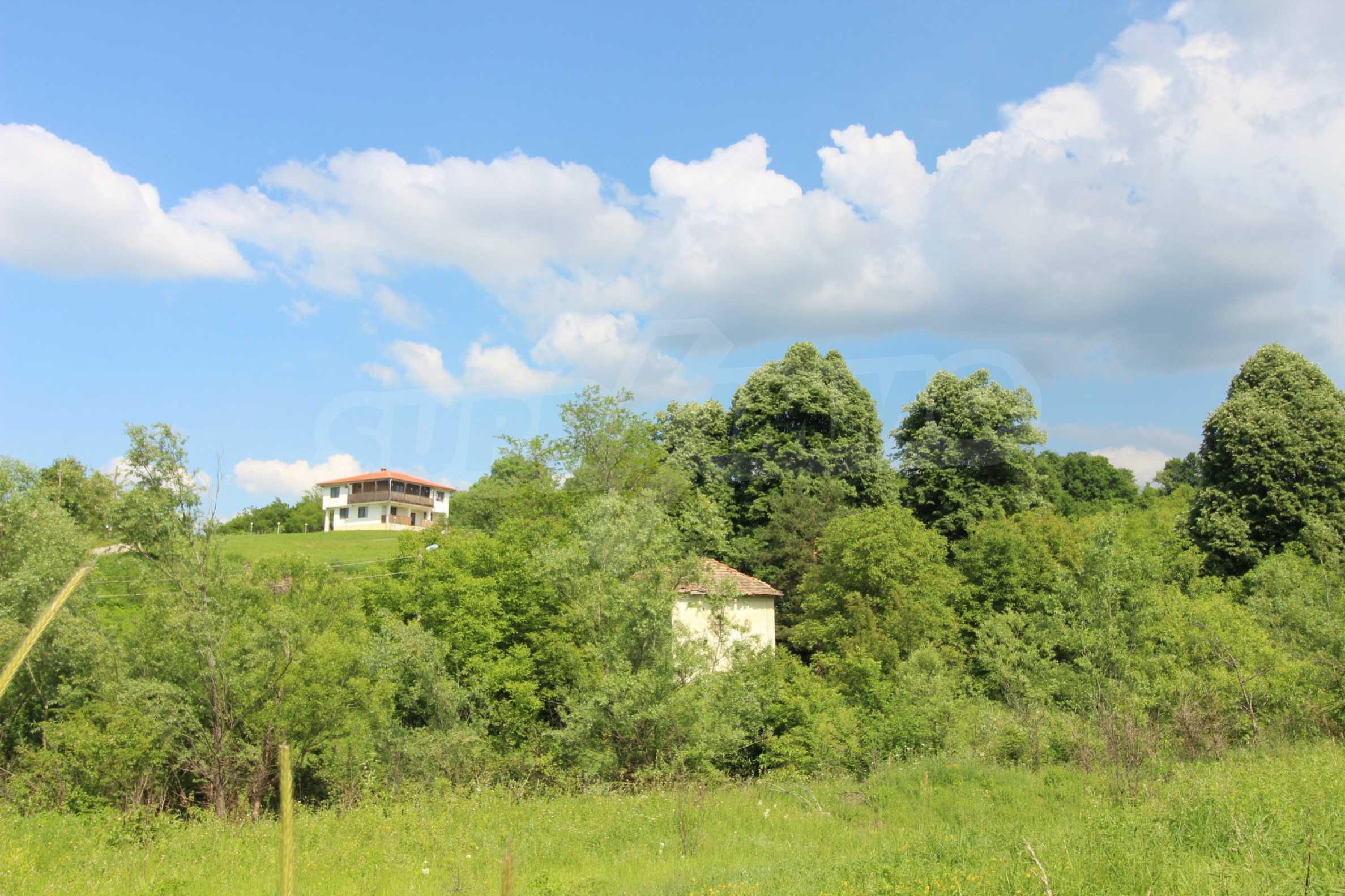 Планинско имение с басейн и  барбекю, с потенциал за развитие на бизнес  61