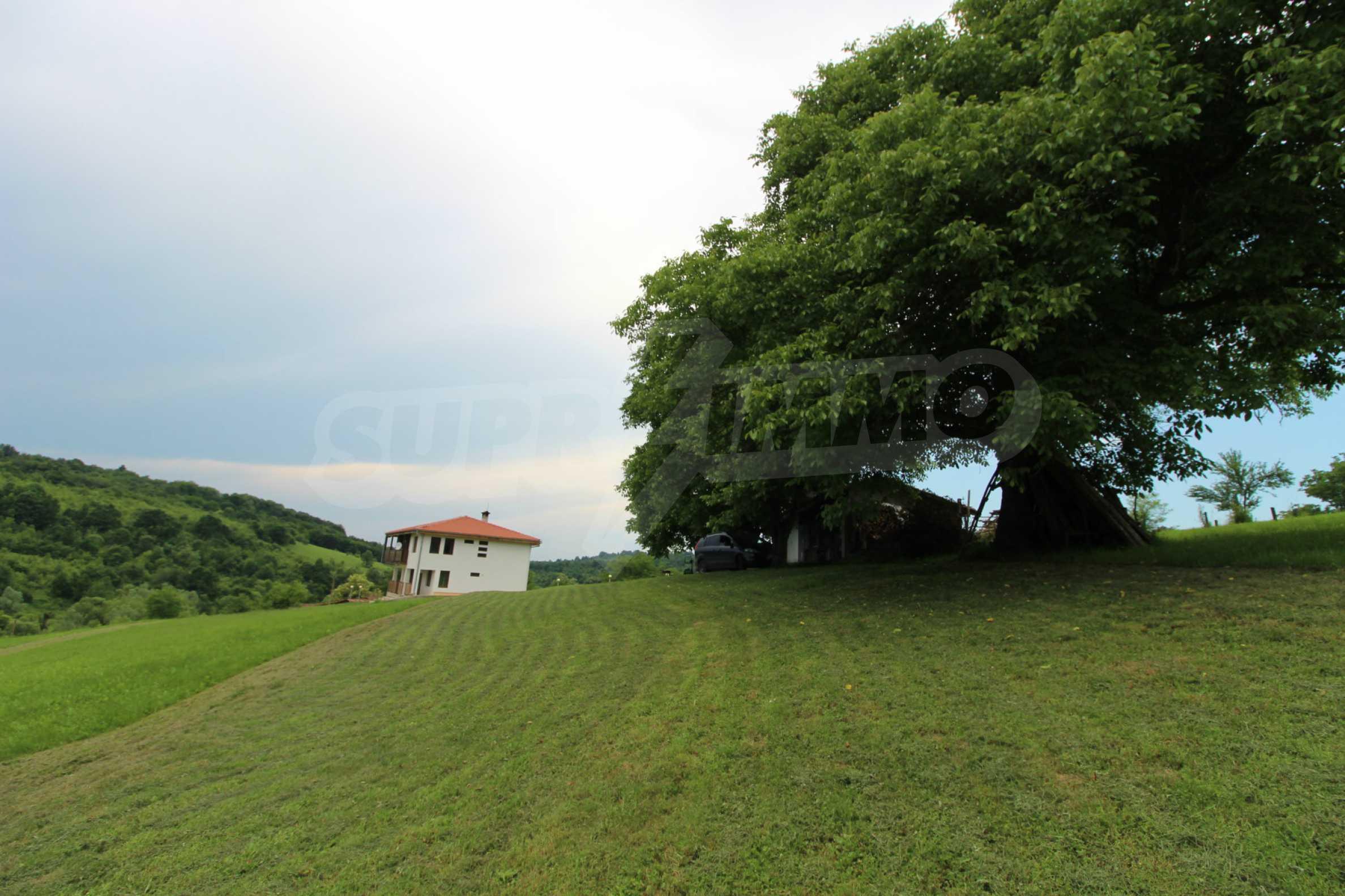 Планинско имение с басейн и  барбекю, с потенциал за развитие на бизнес  64