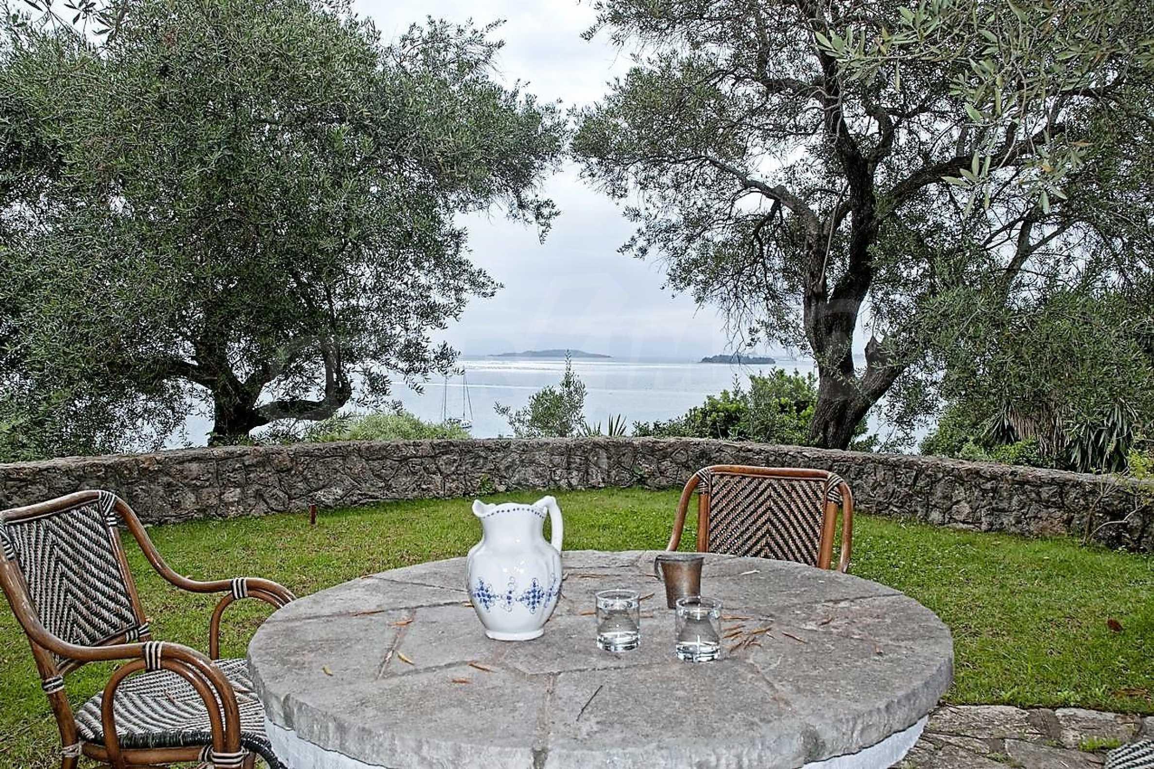 Изключително имение, сливащо се с природата на остров Корфу 18