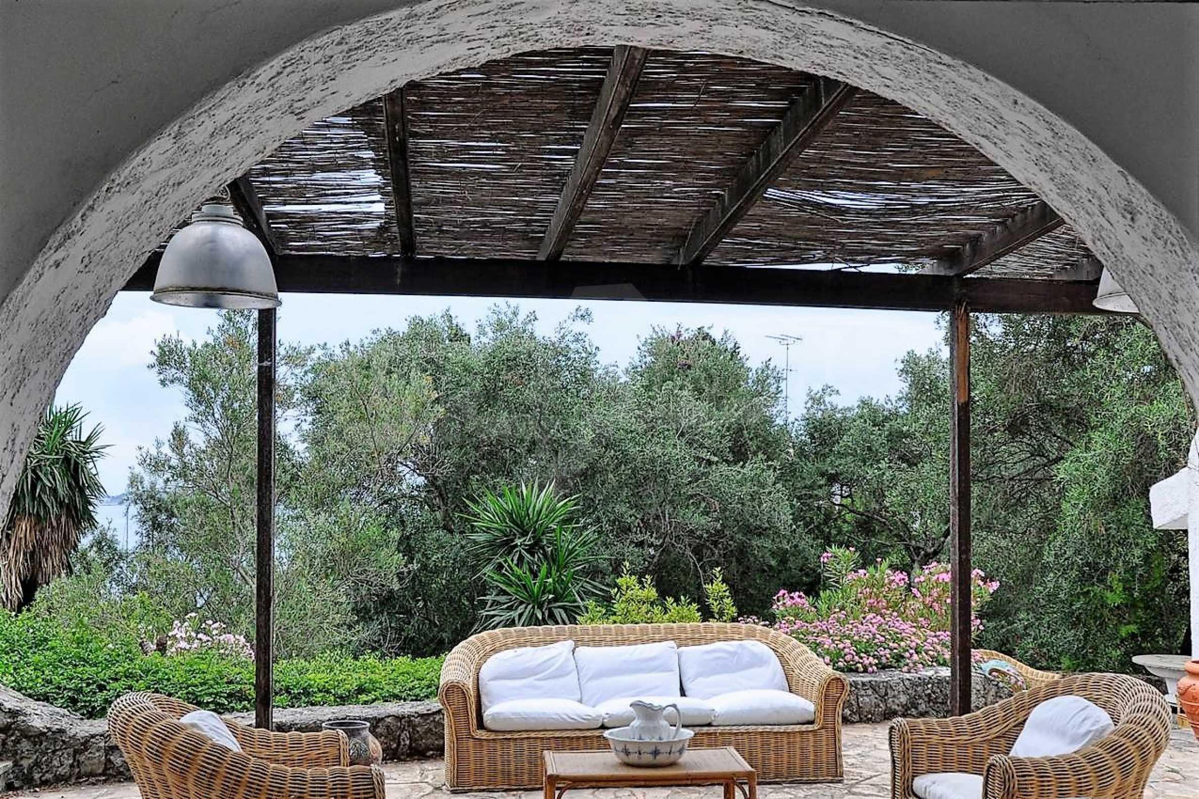 Изключително имение, сливащо се с природата на остров Корфу 7