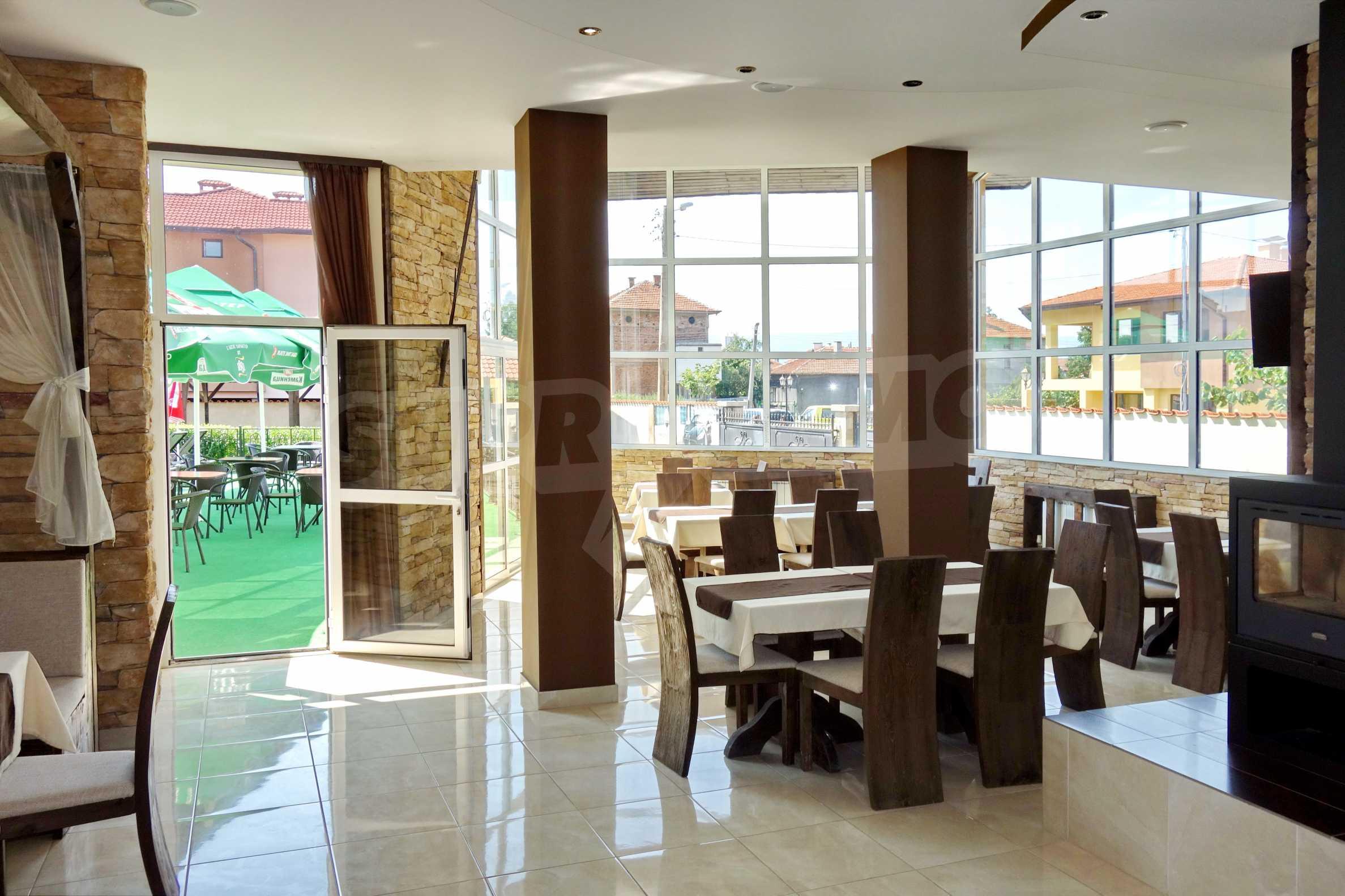 Луксозен спа хотел в центъра на гр. Елин Пелин 3