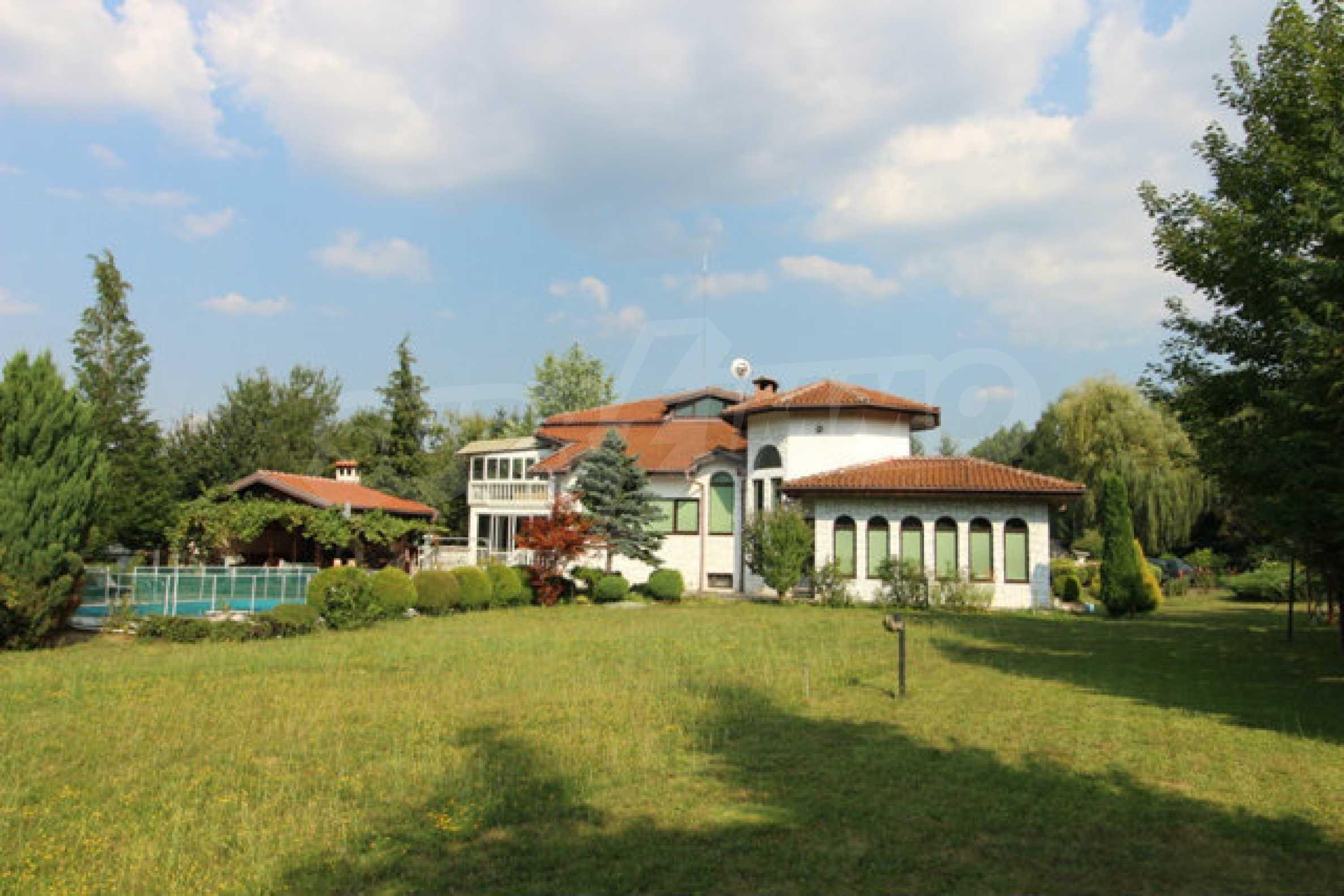 Планинско имение с басейн сред красивата природа на Троянския Балкан  9