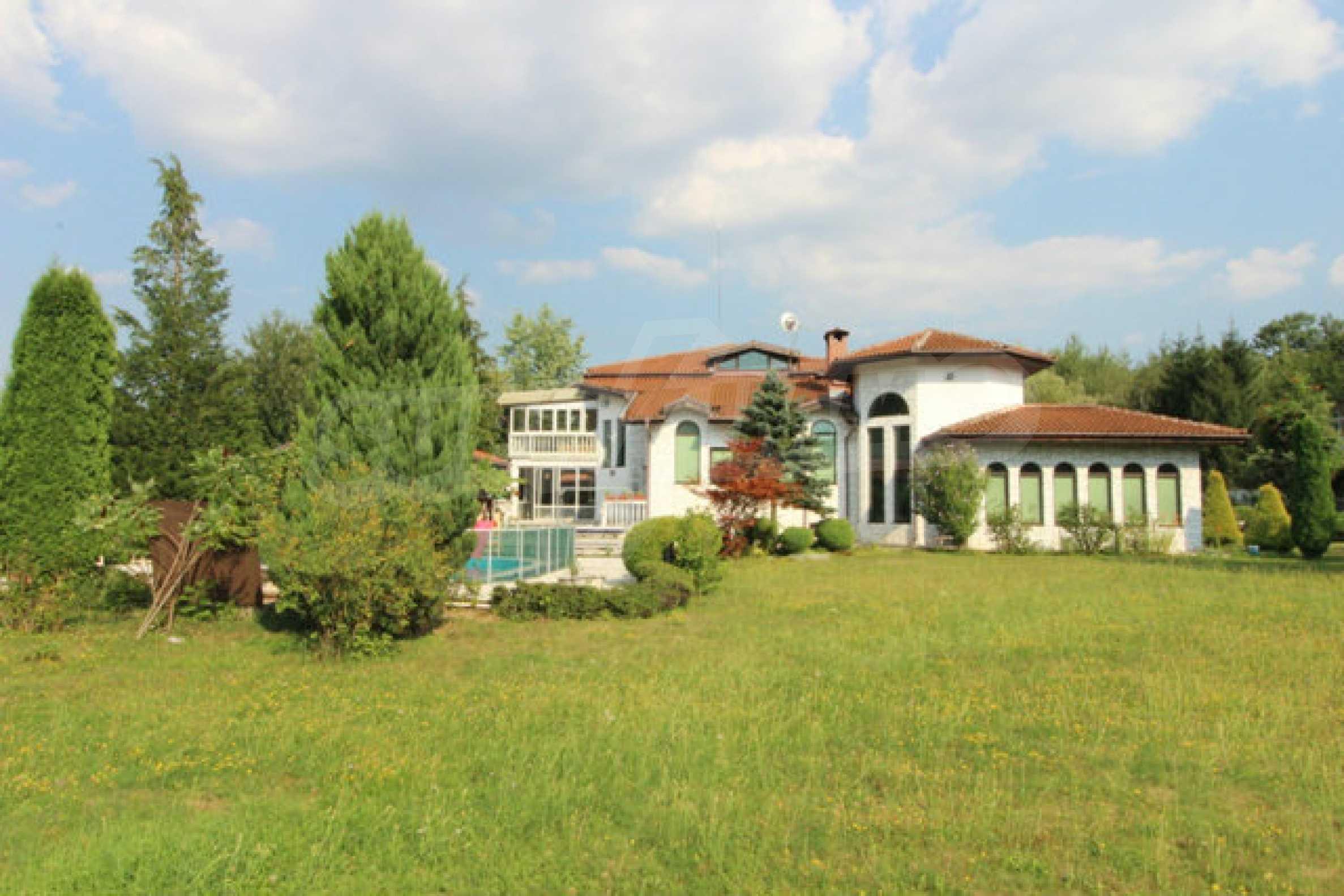 Планинско имение с басейн сред красивата природа на Троянския Балкан  10