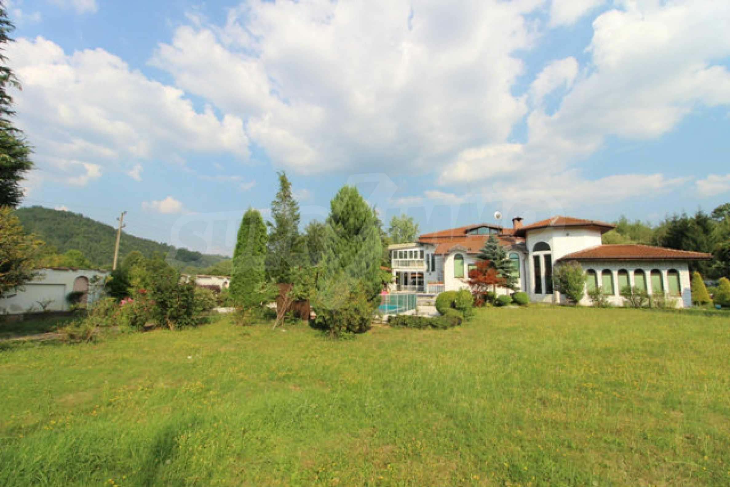 Планинско имение с басейн сред красивата природа на Троянския Балкан  11