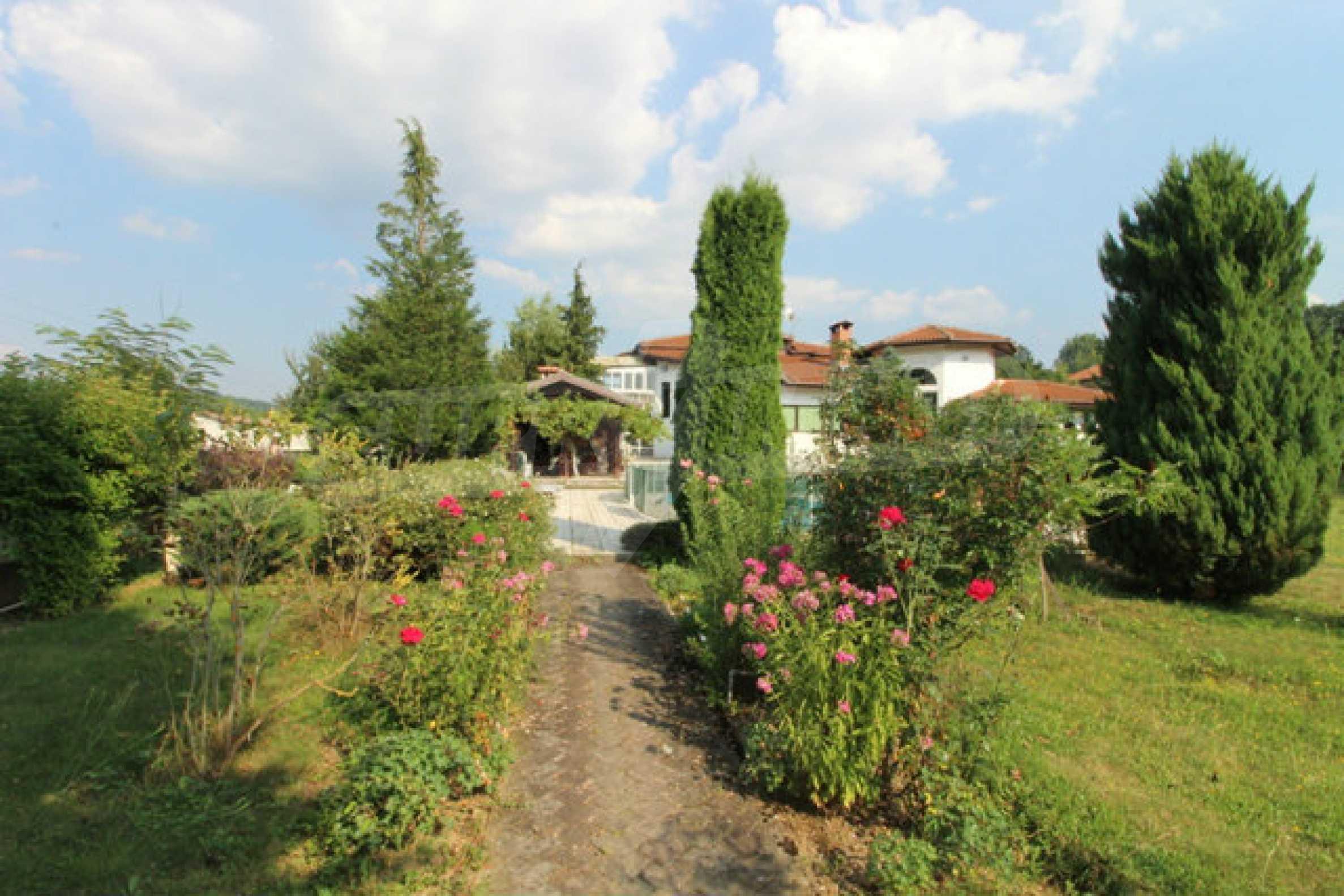 Планинско имение с басейн сред красивата природа на Троянския Балкан  12