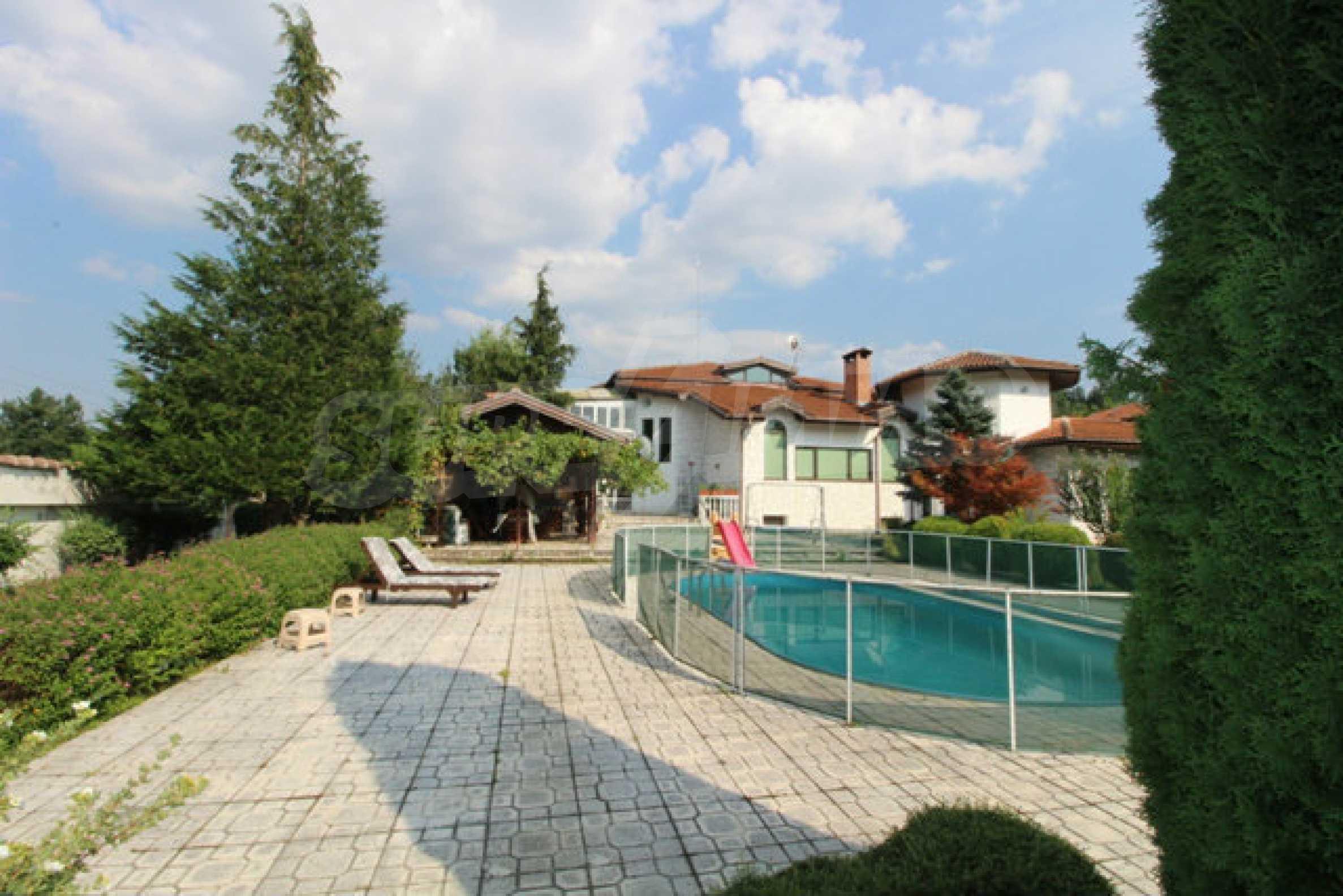 Планинско имение с басейн сред красивата природа на Троянския Балкан  13