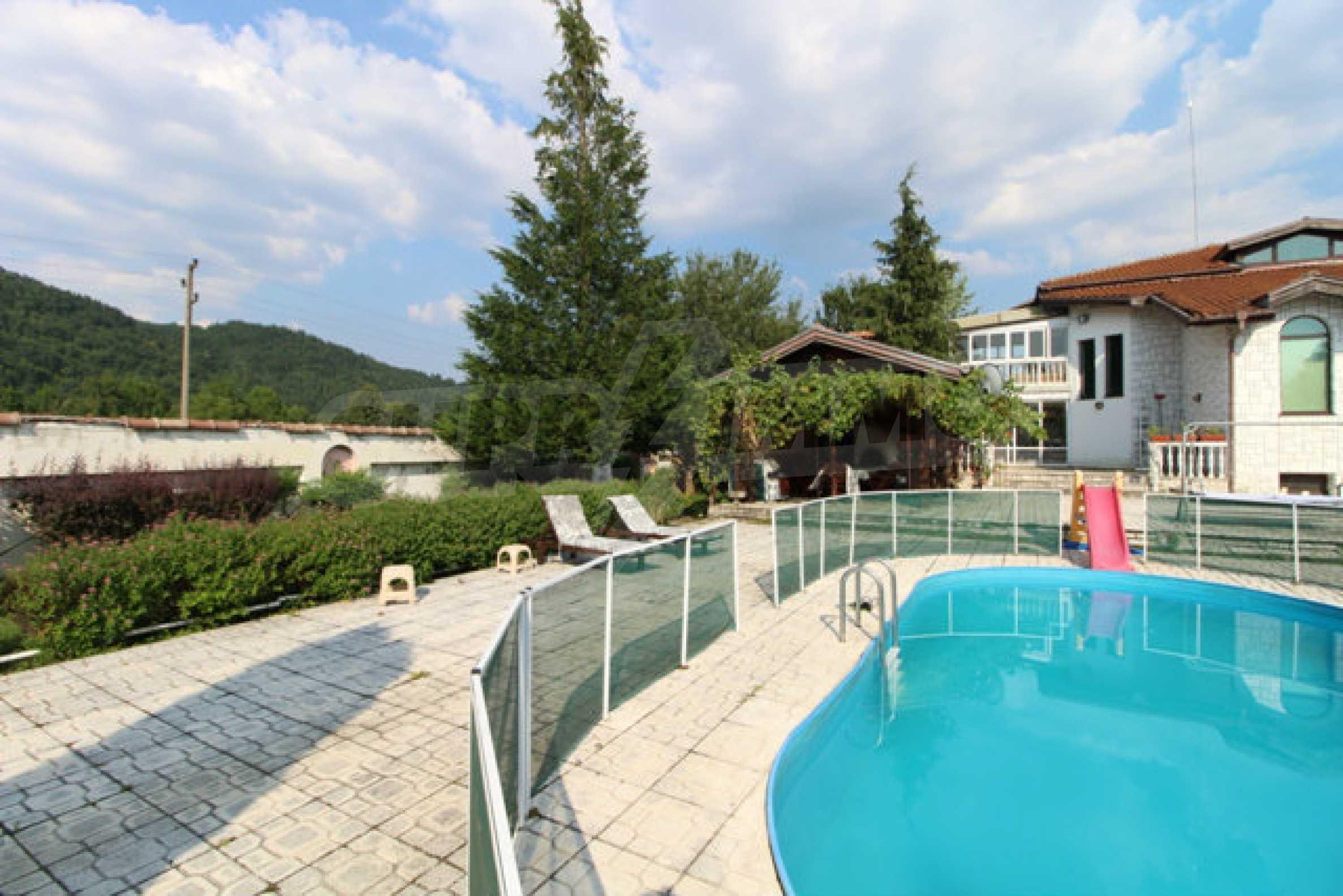 Планинско имение с басейн сред красивата природа на Троянския Балкан  15