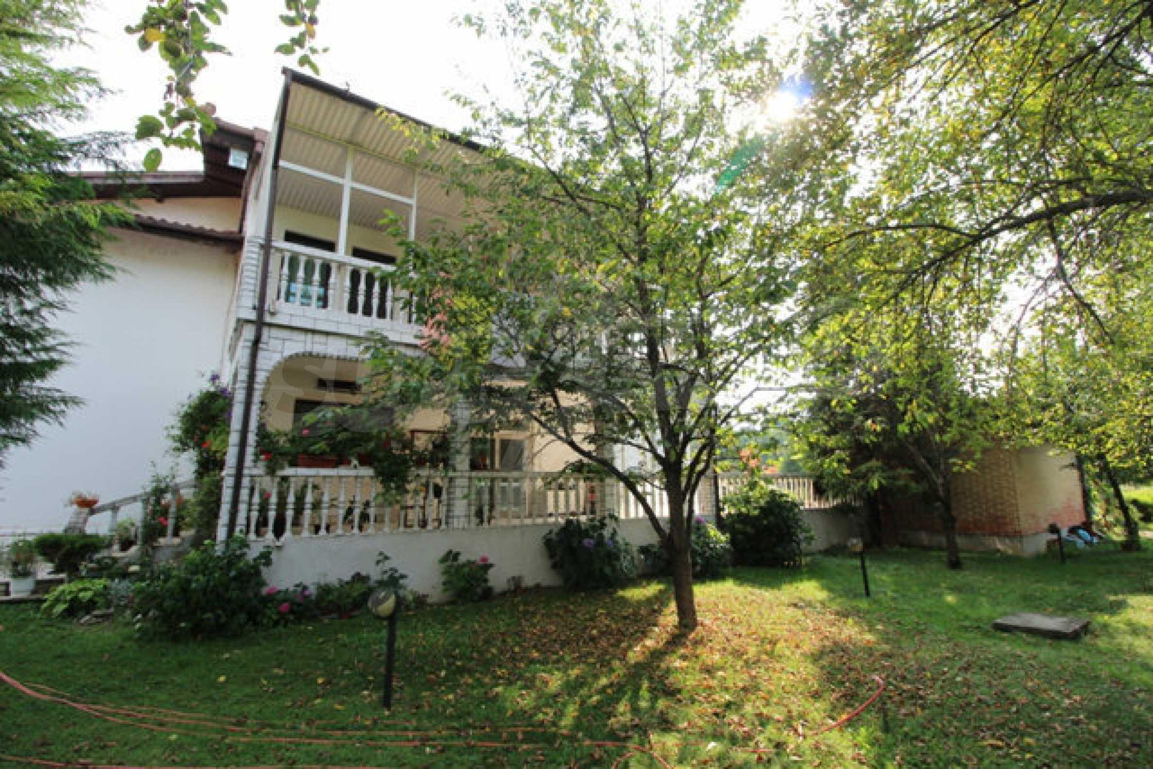 Планинско имение с басейн сред красивата природа на Троянския Балкан  21