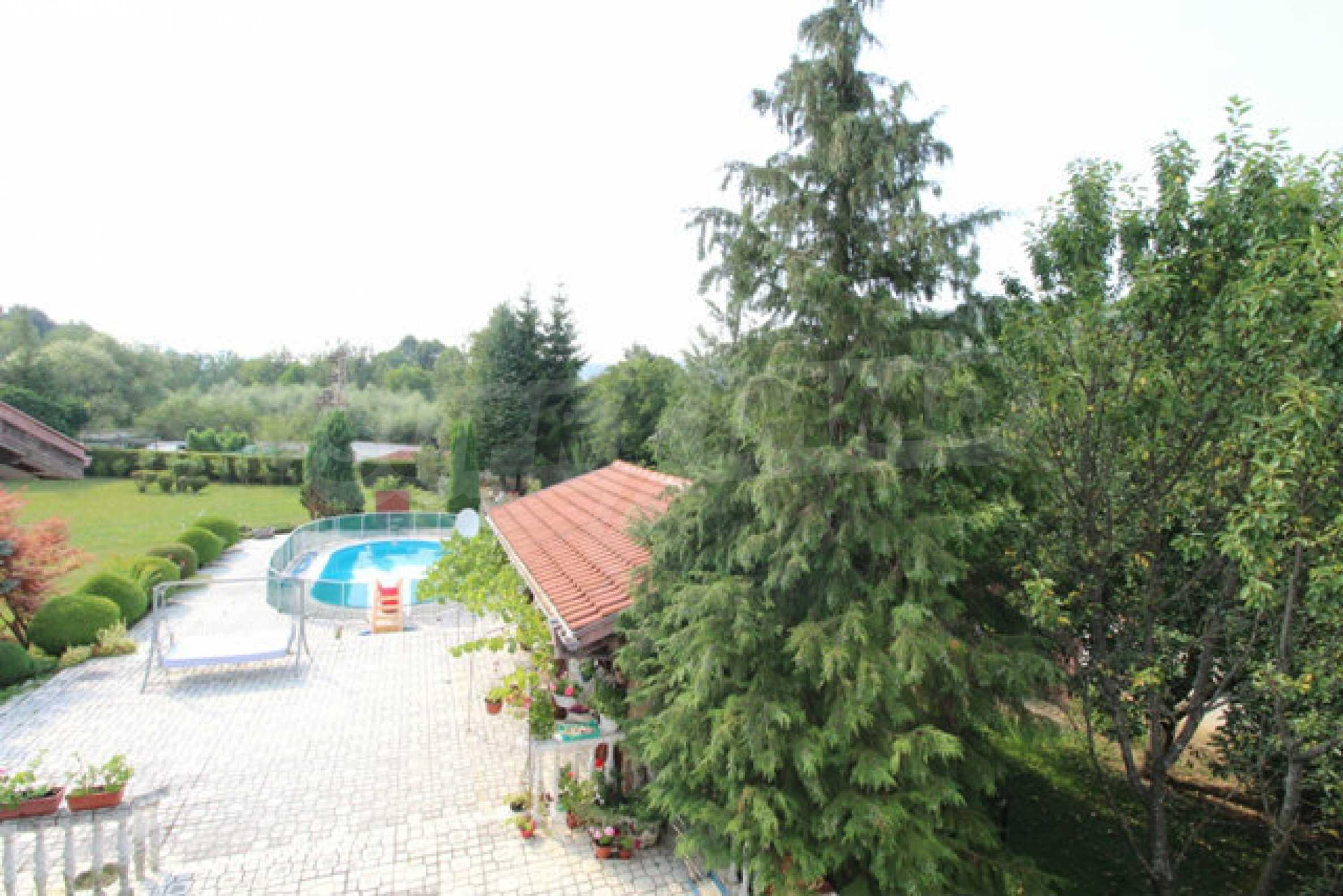 Планинско имение с басейн сред красивата природа на Троянския Балкан  40