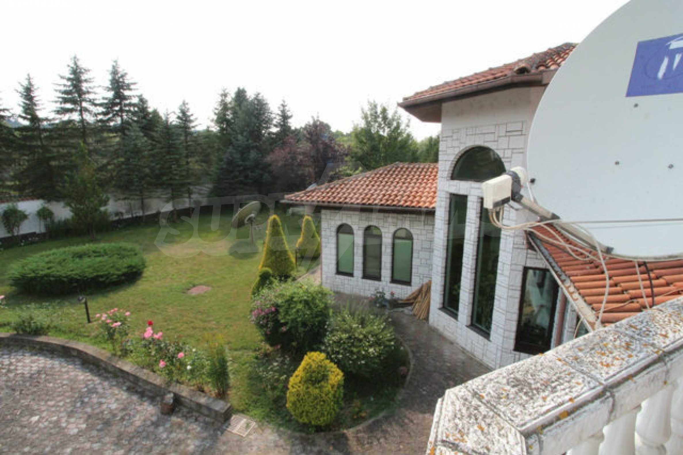Планинско имение с басейн сред красивата природа на Троянския Балкан  44