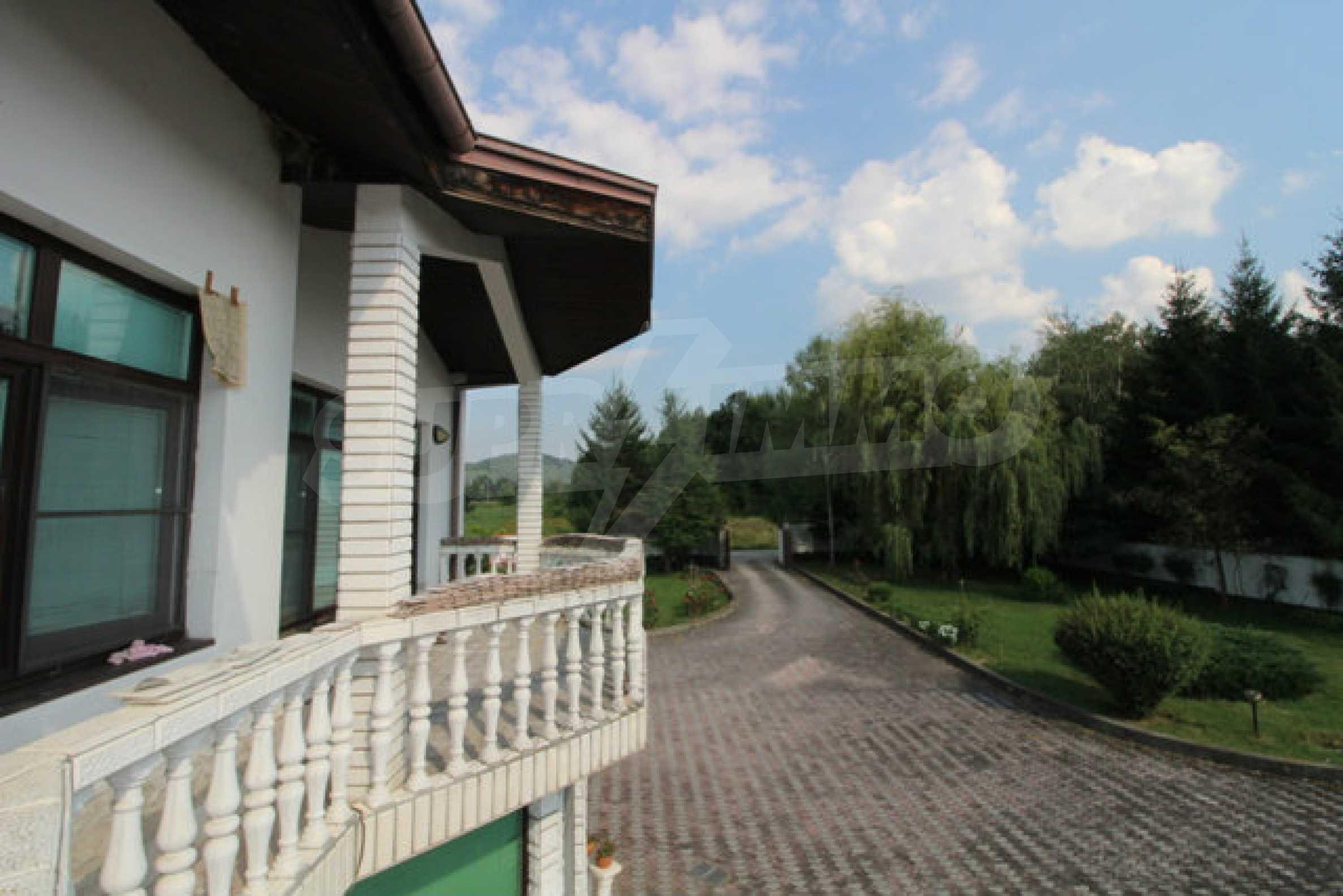 Планинско имение с басейн сред красивата природа на Троянския Балкан  45
