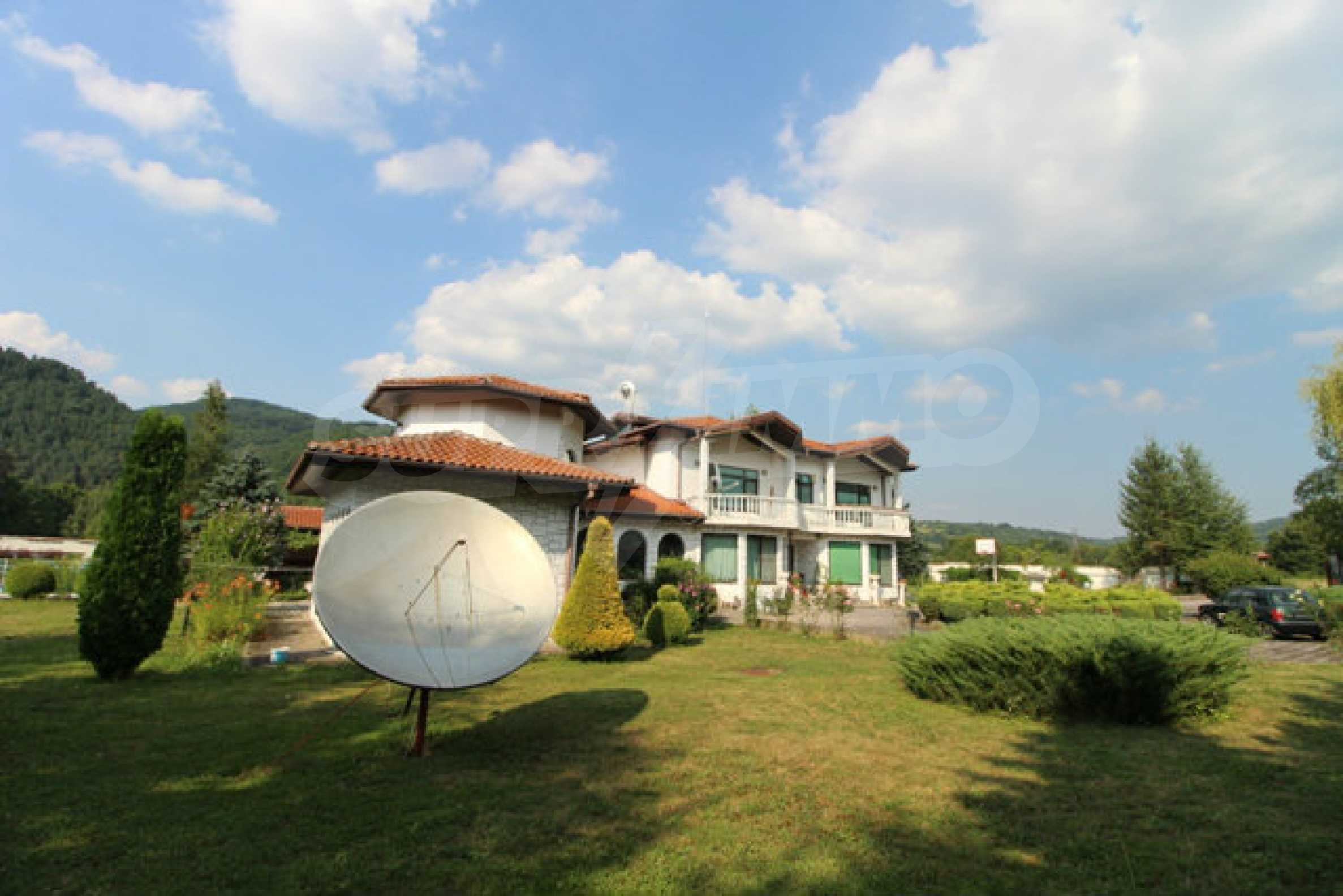 Планинско имение с басейн сред красивата природа на Троянския Балкан  4