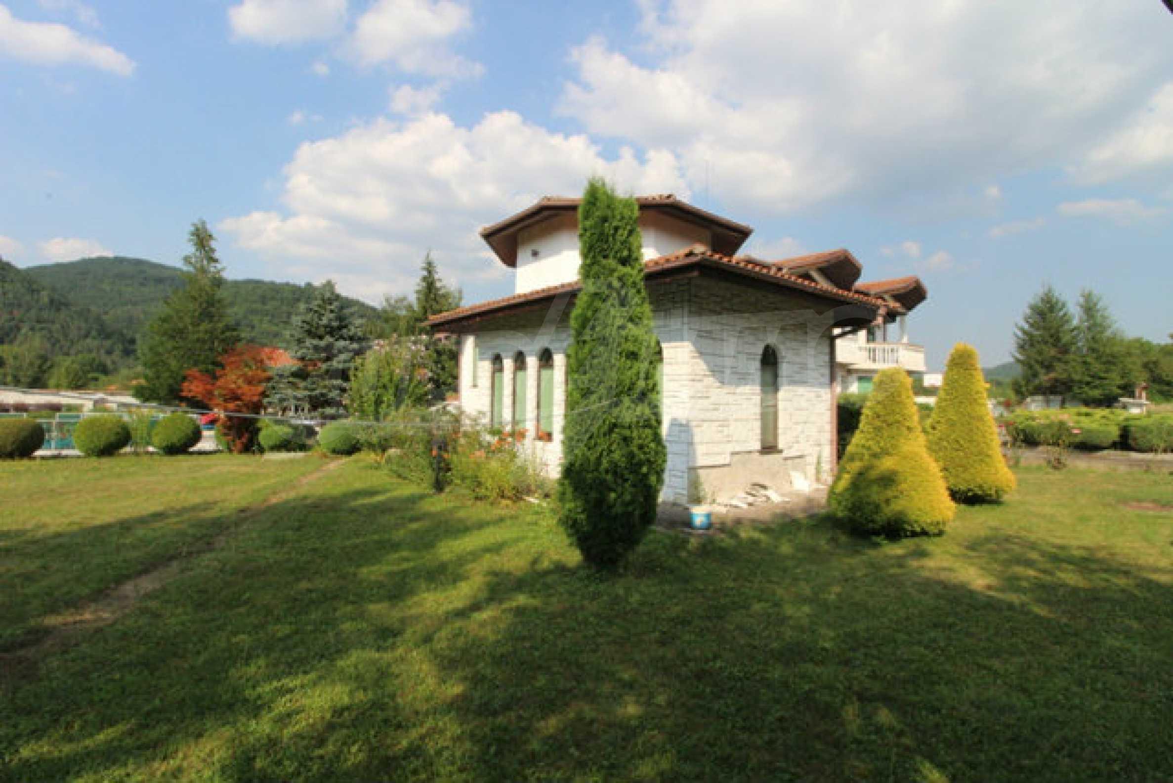 Планинско имение с басейн сред красивата природа на Троянския Балкан  5