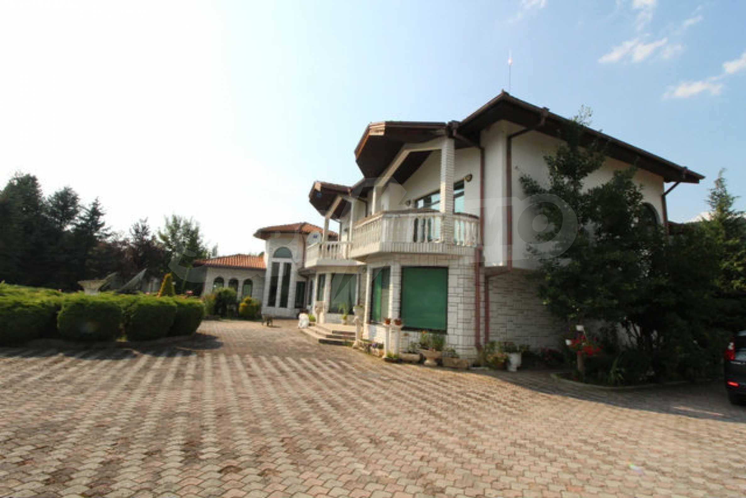 Планинско имение с басейн сред красивата природа на Троянския Балкан  66