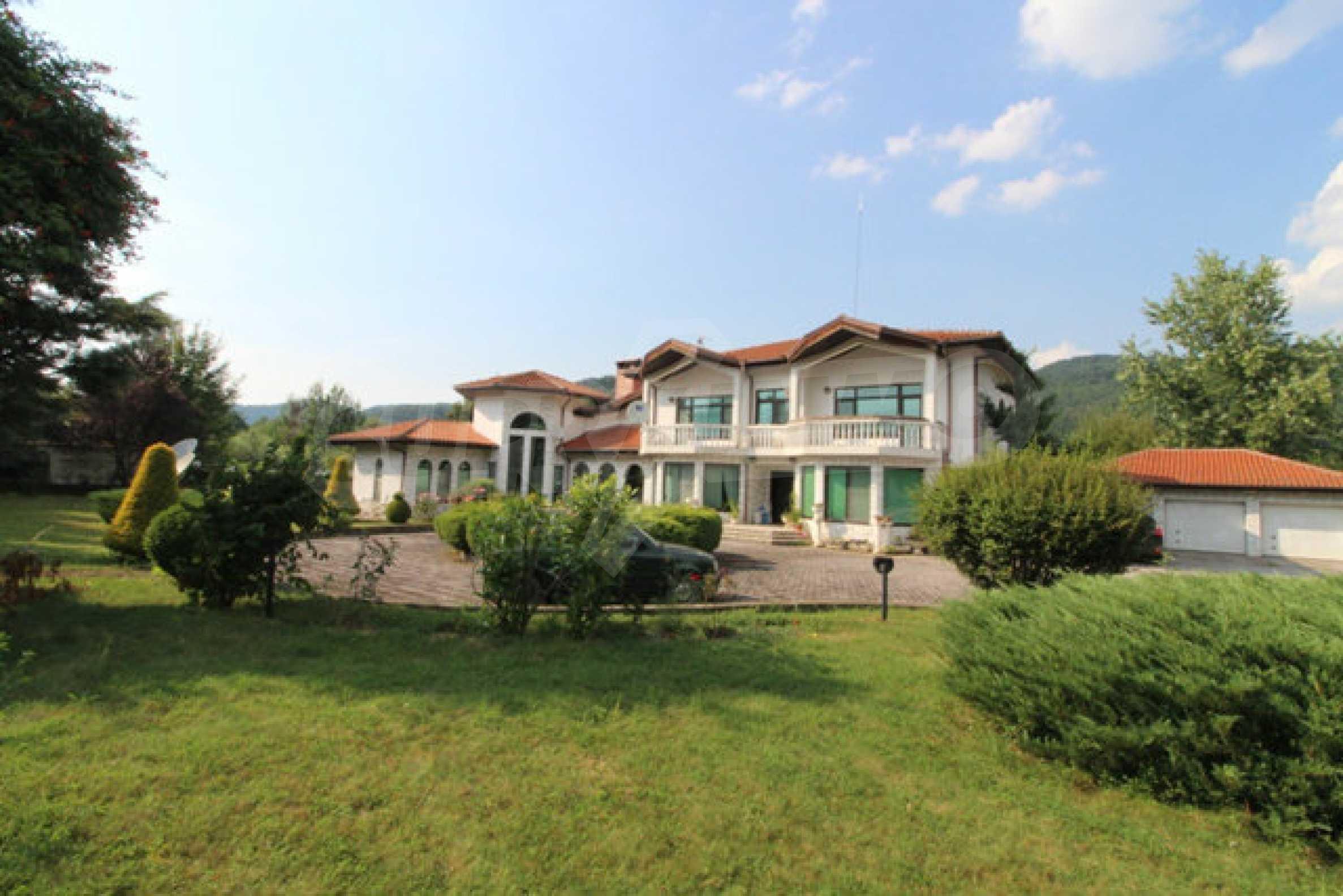 Планинско имение с басейн сред красивата природа на Троянския Балкан  67