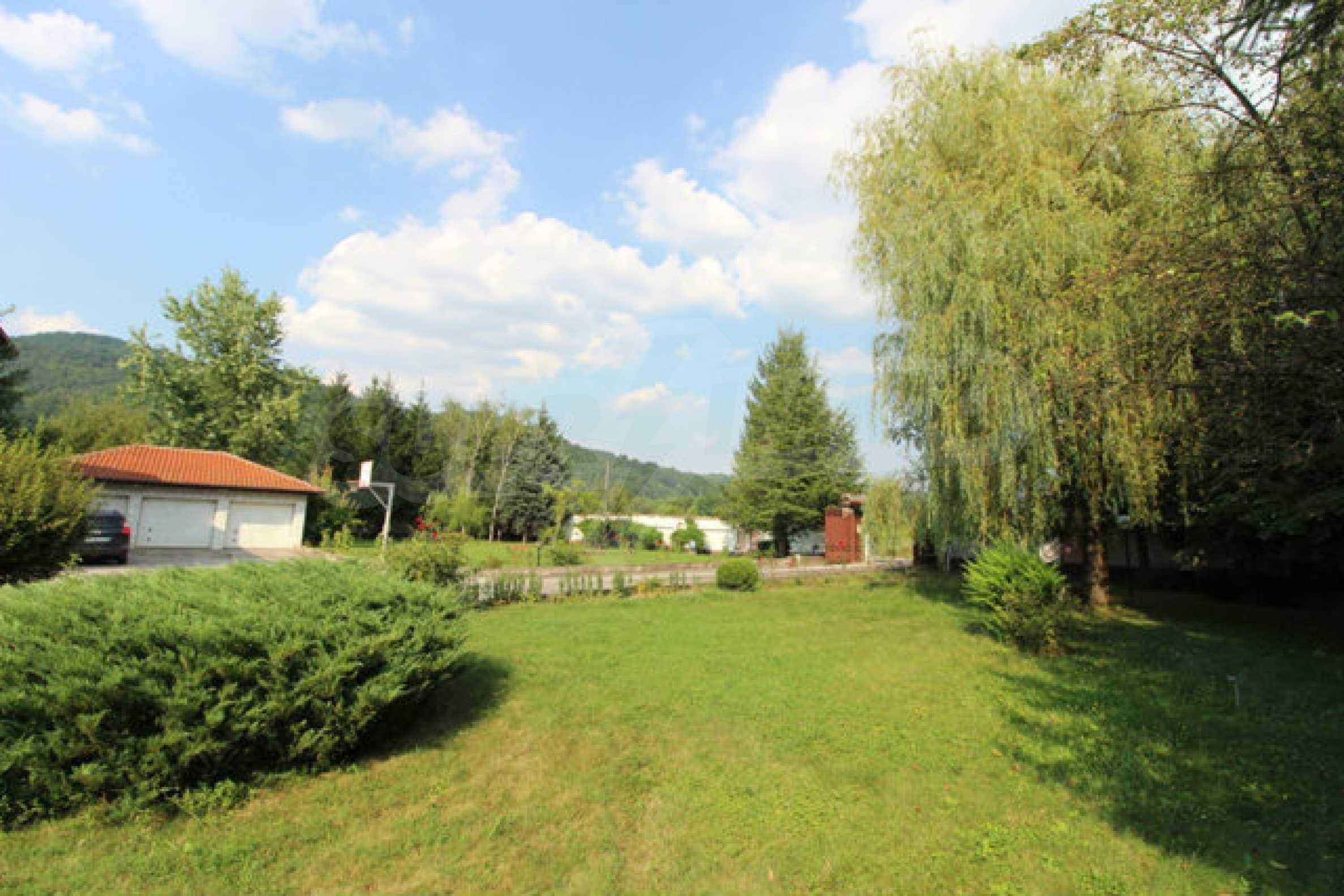 Планинско имение с басейн сред красивата природа на Троянския Балкан  68