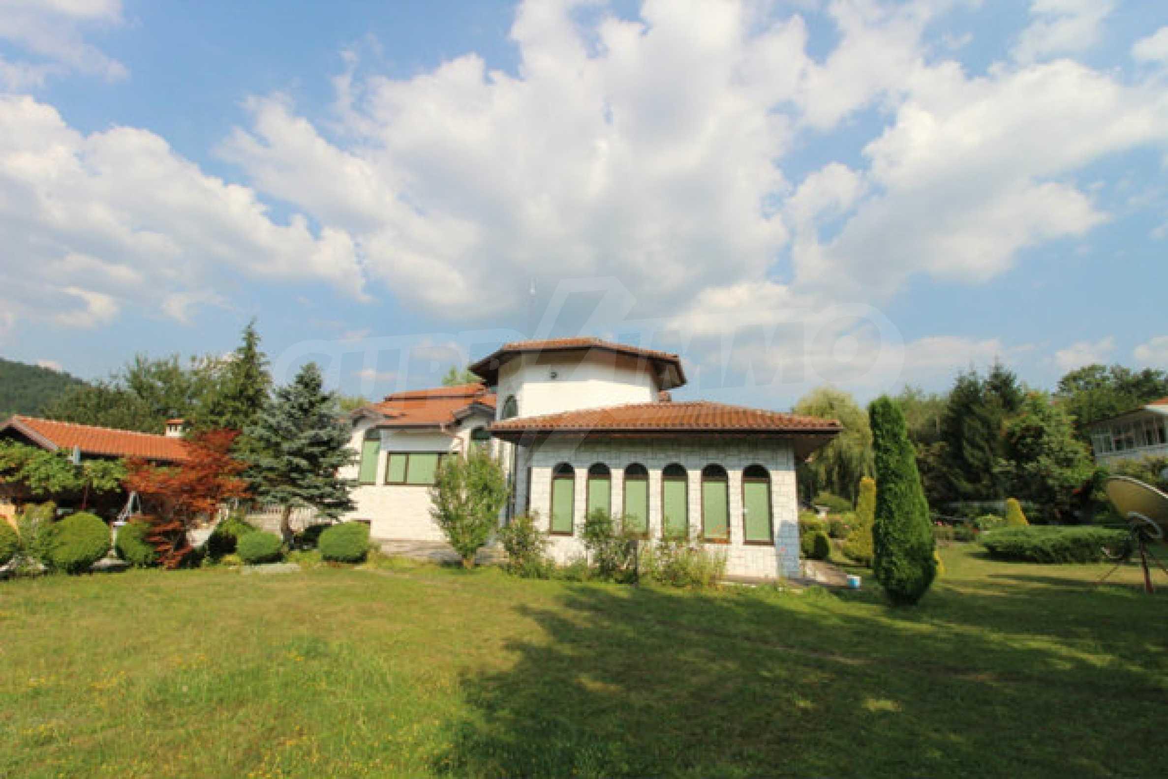 Планинско имение с басейн сред красивата природа на Троянския Балкан  6