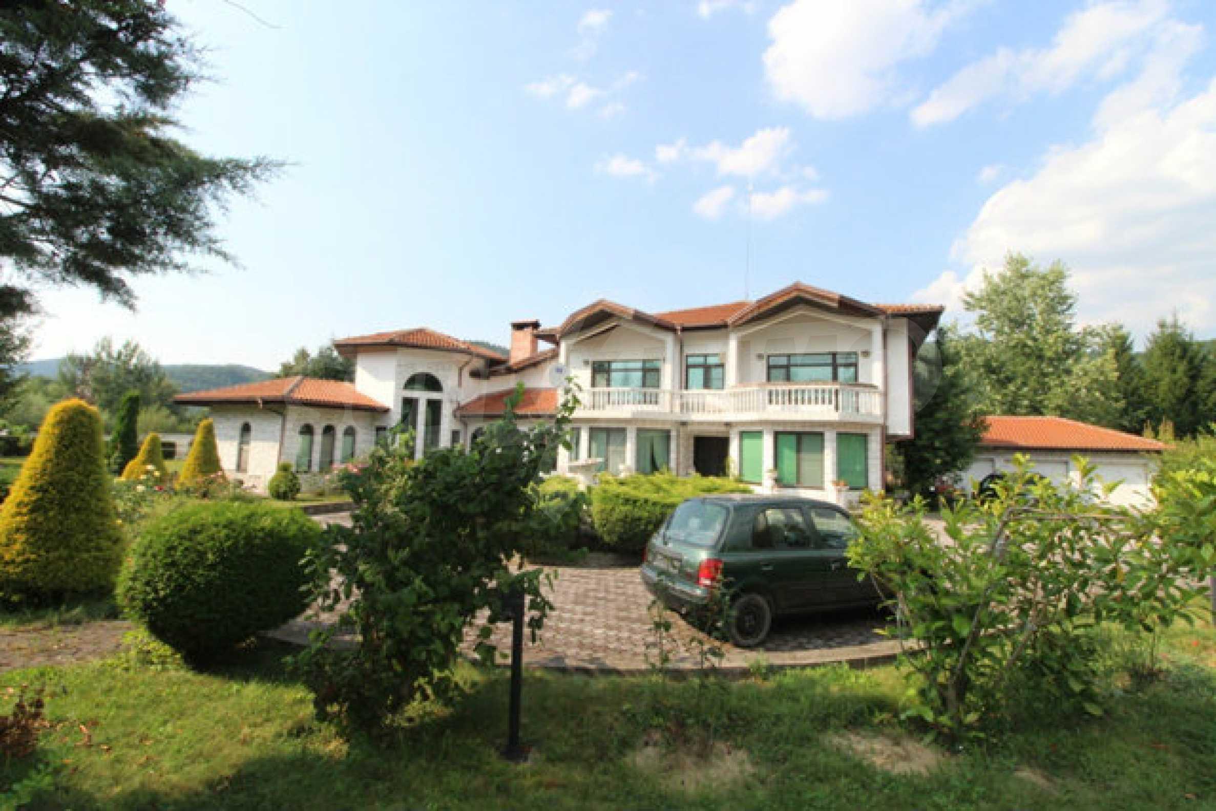 Планинско имение с басейн сред красивата природа на Троянския Балкан  69
