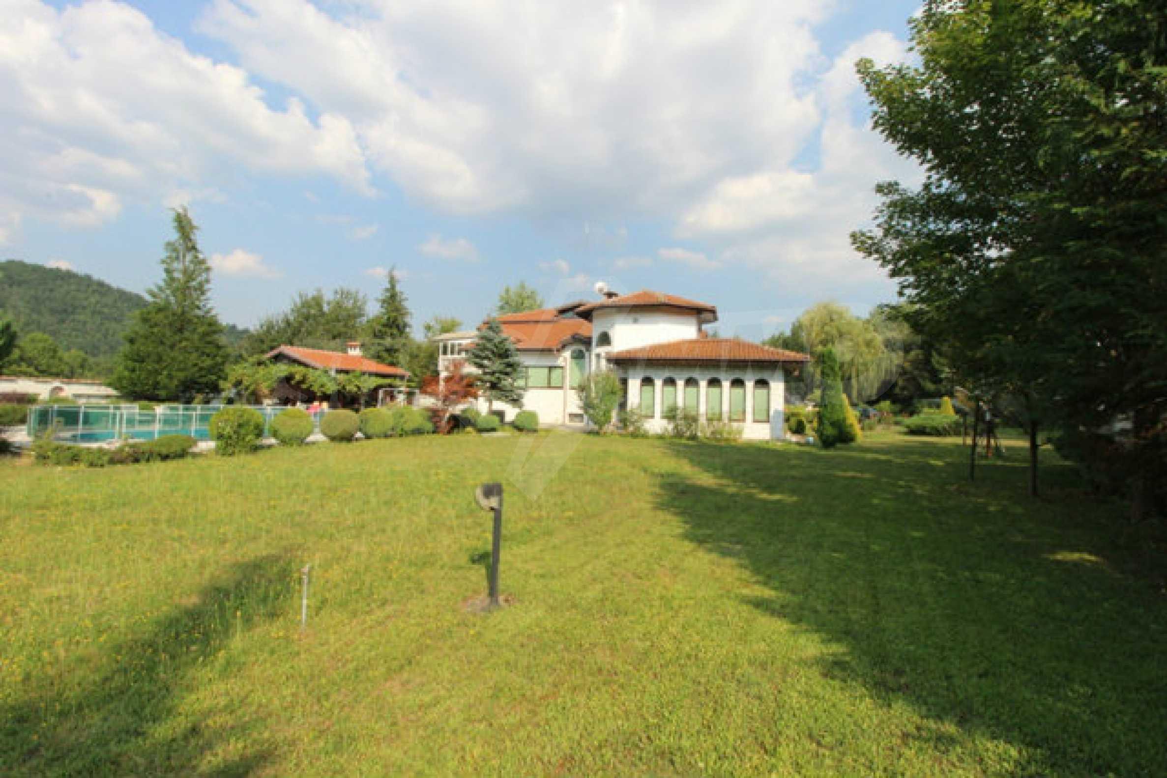Планинско имение с басейн сред красивата природа на Троянския Балкан  7