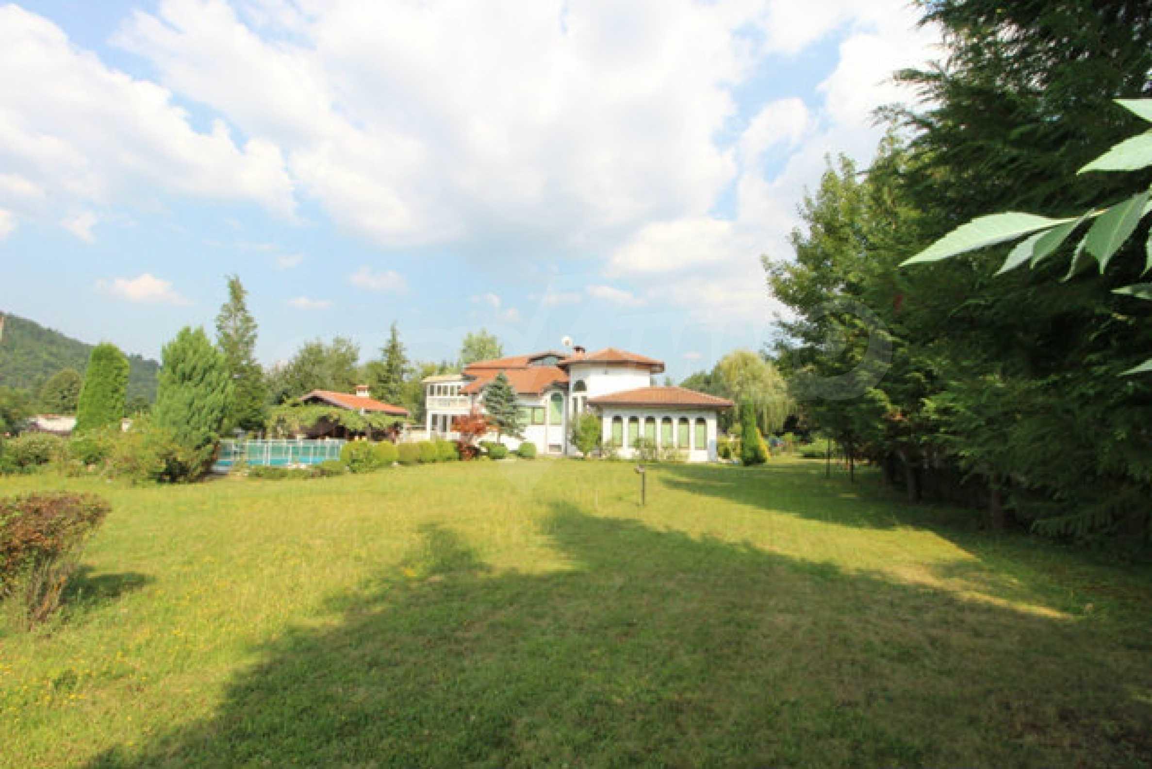 Планинско имение с басейн сред красивата природа на Троянския Балкан  8